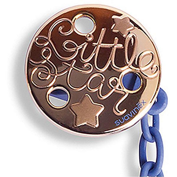 Держатель для пустышки Haute Couture с зажимом, Suavinex, синий звездаПустышки<br>Характеристики:<br><br>• Наименование: держатель для пустышки<br>• Пол: для мальчика<br>• Материал: пластик<br>• Цвет: синий, золотистый<br>• Рисунок: звезда<br>• Универсальный механизм для закрепления любых пустышек<br>• Вид держателя: на цепочке с клипсой<br>• Покрытие с эффектом позолоты<br>• Вес: 31 г<br>• Параметры (Д*Ш*В): 6,1*6,1*9,1 см <br>• Особенности ухода: можно мыть в теплой воде, допускается стерилизация<br><br>Держатель для пустышки Haute Couture с зажимом, Suavinex, синий звезда изготовлен испанским торговым брендом, специализирующимся на выпуске товаров для кормления и аксессуаров для младенцев. Продукция от Suavinex премиум-класса разработана из экологически безопасных и прочных материалов, устойчивых к повреждениям, появлению царапин и изменению цвета. <br><br>Держатель для пустышки выполнен в виде цепочки синего цвета с крупными звеньями, С одной стороны, у держателя предусмотрено кольцо, с другой – круглая клипса. Клипса оформлена в брендовом дизайне с изображением звезд и эффектом позолоты. Держатель для пустышки Haute Couture с зажимом, Suavinex, синий звезда – это не только необходимый предмет ухода за младенцем, но и стильный аксессуар. <br><br>Держатель для пустышки Haute Couture с зажимом, Suavinex, синий звезда можно купить в нашем интернет-магазине.<br>Ширина мм: 61; Глубина мм: 61; Высота мм: 91; Вес г: 31; Возраст от месяцев: 0; Возраст до месяцев: 24; Пол: Мужской; Возраст: Детский; SKU: 5451268;
