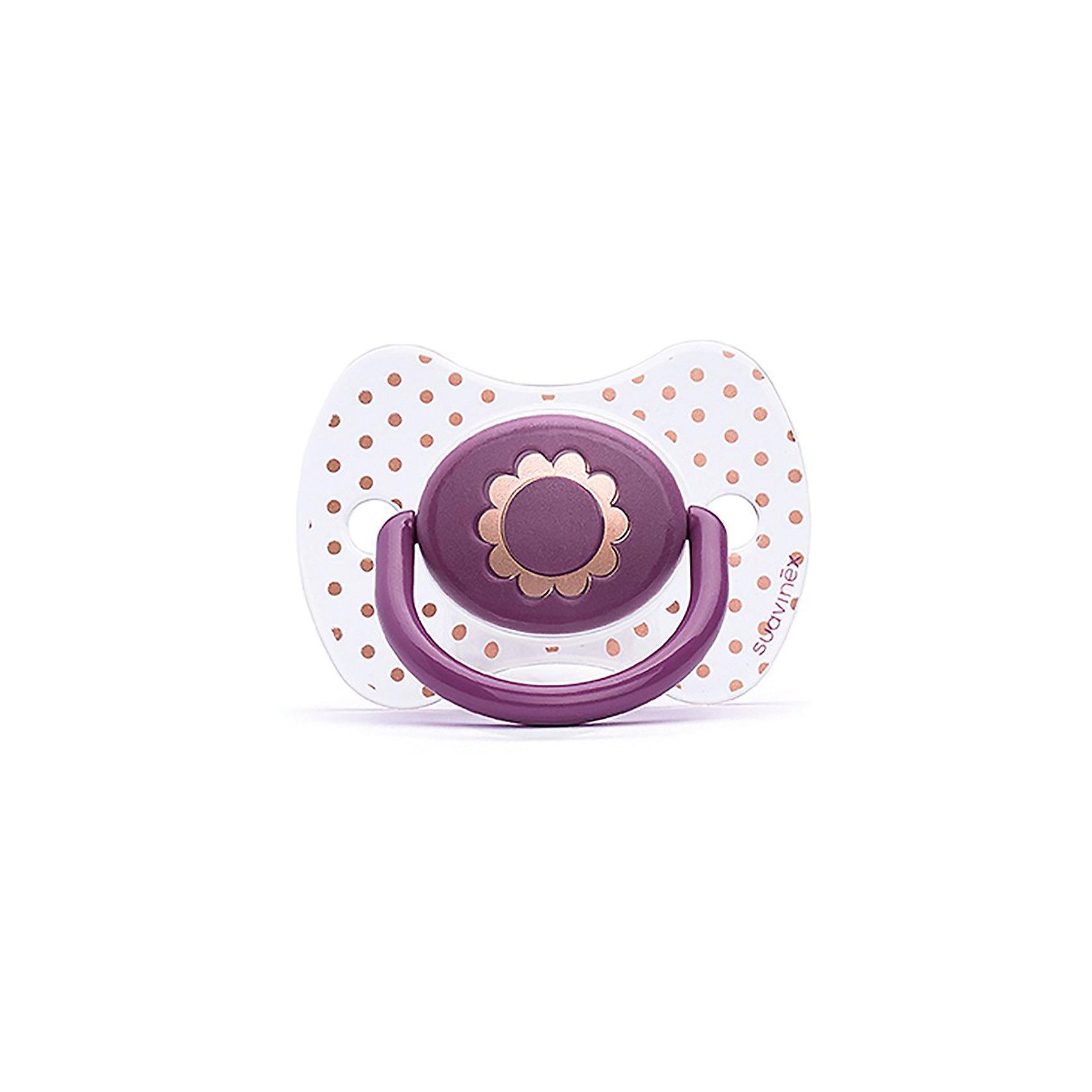 Пустышка силиконовая Haute Couture, от 4 мес, Suavinex, фиолетовый цветокПустышки и аксессуары<br>Характеристики:<br><br>• Наименование: пустышка<br>• Рекомендуемый возраст: от 4 месяцев<br>• Пол: для девочки<br>• Материал: силикон, пластик<br>• Цвет: фиолетовый, белый, золотистый<br>• Рисунок: цветы, горошинки<br>• Форма: физиологическая<br>• Наличие вентиляционных отверстий <br>• Кольцо для держателя<br>• С эффектом позолоты<br>• Вес: 31 г<br>• Параметры (Д*Ш*В): 6,1*6,1*9,1 см <br>• Особенности ухода: можно мыть в теплой воде, регулярная стерилизация <br><br>Пустышка Haute Couture от 4 мес, Suavinex, фиолетовый цветок изготовлена испанским торговым брендом, специализирующимся на выпуске товаров для кормления и аксессуаров новорожденным и младенцам. Продукция от Suavinex разработана с учетом рекомендаций педиатров и стоматологов, что гарантирует качество и безопасность использованных материалов. <br><br>Пластик, из которого изготовлено изделие, устойчив к появлению царапин и сколов, благодаря чему пустышка длительное время сохраняет свои гигиенические свойства. Форма у соски способствует равномерному распределению давления на небо, что обеспечивает правильное формирование речевого аппарата. <br><br>Пустышка имеет классическую форму, для прикрепления держателя предусмотрено кольцо. Изделие выполнено в брендовом дизайне, с изображением цветка. Рисунок с эффектом позолоты нанесен по инновационной технологии, которая обеспечивает стойкость рисунка даже при длительном использовании и частой стерилизации.<br><br>Пустышку Haute Couture от 4 мес, Suavinex, фиолетовый цветок можно купить в нашем интернет-магазине.<br><br>Ширина мм: 61<br>Глубина мм: 61<br>Высота мм: 91<br>Вес г: 31<br>Возраст от месяцев: 4<br>Возраст до месяцев: 24<br>Пол: Женский<br>Возраст: Детский<br>SKU: 5451276