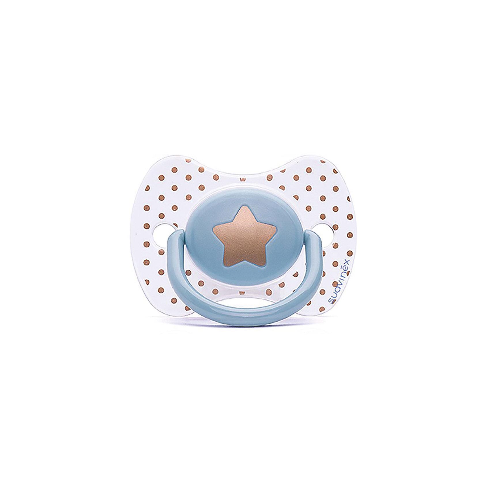 Пустышка силиконовая Haute Couture, от 4 мес, Suavinex, голубой звездаХарактеристики:<br><br>• Наименование: пустышка<br>• Рекомендуемый возраст: от 4 месяцев<br>• Пол: для мальчика<br>• Материал: силикон, пластик<br>• Цвет: голубой, белый, золотистый<br>• Рисунок: звезда, горошинки<br>• Форма: физиологическая<br>• Наличие вентиляционных отверстий <br>• Кольцо для держателя<br>• С эффектом позолоты<br>• Вес: 31 г<br>• Параметры (Д*Ш*В): 6,1*6,1*9,1 см <br>• Особенности ухода: можно мыть в теплой воде, регулярная стерилизация <br><br>Пустышка Haute Couture от 4 мес, Suavinex, голубой звезда изготовлена испанским торговым брендом, специализирующимся на выпуске товаров для кормления и аксессуаров новорожденным и младенцам. Продукция от Suavinex разработана с учетом рекомендаций педиатров и стоматологов, что гарантирует качество и безопасность использованных материалов. <br><br>Пластик, из которого изготовлено изделие, устойчив к появлению царапин и сколов, благодаря чему пустышка длительное время сохраняет свои гигиенические свойства. Форма у соски способствует равномерному распределению давления на небо, что обеспечивает правильное формирование речевого аппарата. <br><br>Пустышка имеет классическую форму, для прикрепления держателя предусмотрено кольцо. Изделие выполнено в брендовом дизайне, с изображением звезды. Рисунок с эффектом позолоты нанесен по инновационной технологии, которая обеспечивает стойкость рисунка даже при длительном использовании и частой стерилизации.<br><br>Пустышку Haute Couture от 4 мес, Suavinex, голубой звезда можно купить в нашем интернет-магазине.<br><br>Ширина мм: 61<br>Глубина мм: 61<br>Высота мм: 91<br>Вес г: 31<br>Возраст от месяцев: 4<br>Возраст до месяцев: 24<br>Пол: Мужской<br>Возраст: Детский<br>SKU: 5451277