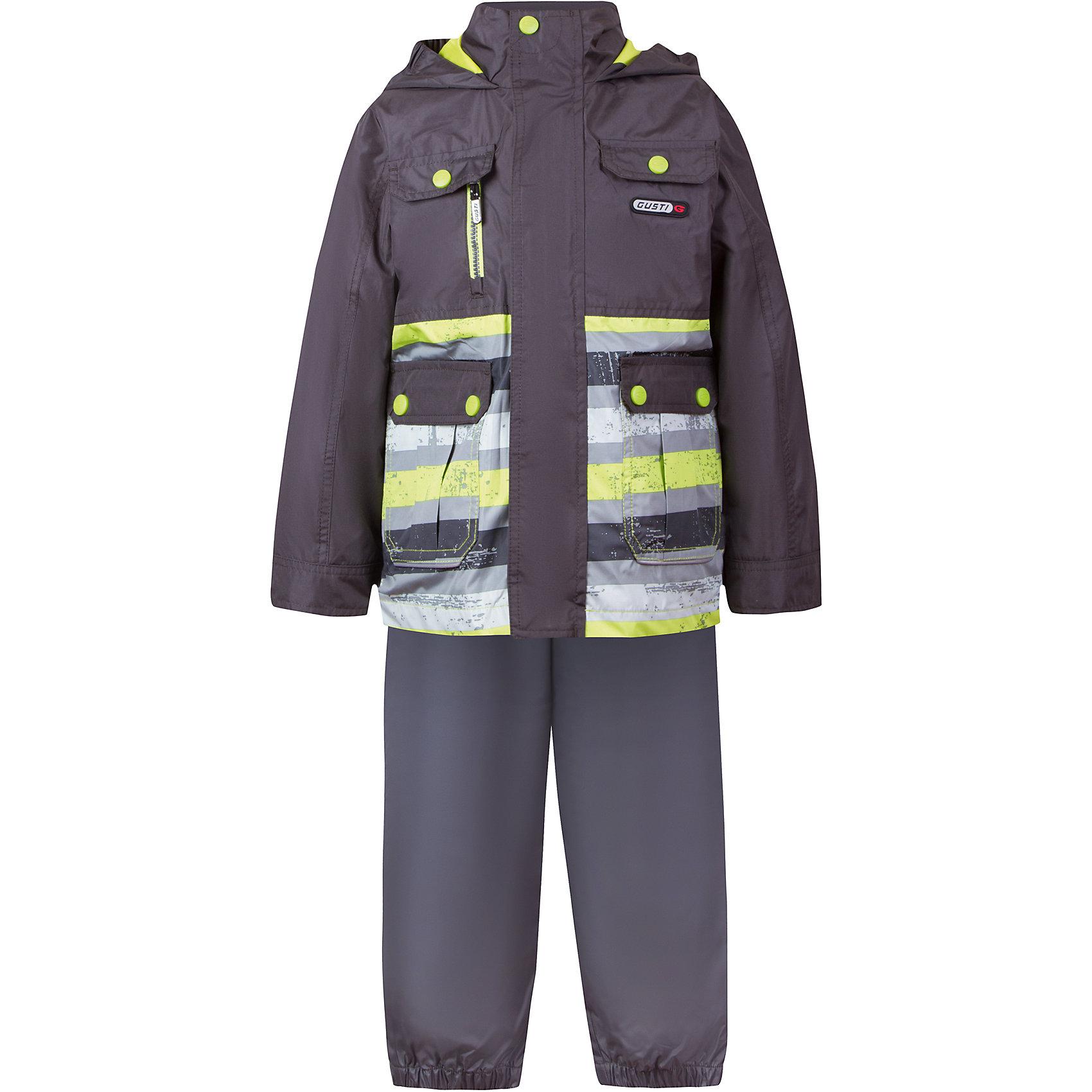 Комплект: куртка, толстовка и брюки для мальчика GustiВерхняя одежда<br>Характеристики товара:<br><br>• цвет: серый<br>• куртка: 100% полиэстер, съёмная флисовая толстовка: 100% полиэстер<br>• брюки: верх 100% полиэстер, подкладка 100% х/б<br>• без утеплителя<br>• комплектация: куртка, съемная флисовая подкладка, брюки<br>• температурный режим: от 0° С до +15° С<br>• водонепроницаемость: 2000 мм<br>• воздухопроницаемость: 2000 мм<br>• ветронепродуваемый<br>• капюшон не отстёгивается<br>• пять внешних карманов<br>• съемные подтяжки<br>• брючины эластичные<br>• светоотражающие элементы<br>• молния<br>• страна бренда: Канада<br><br>Этот демисезонный комплект из куртки, пристегивающейся к ней толстовки из флиса, и штанов поможет обеспечить ребенку комфорт и тепло. Предметы удобно садятся по фигуре, отлично смотрятся с различной обувью. Комплект очень модно выглядит, он хорошо защищает от ветра и влаги. Материал отлично подходит для дождливой погоды. Стильный дизайн разрабатывался специально для детей.<br><br>Комплект: куртка, толстовка и брюки для мальчика от известного бренда Gusti (Густи) можно купить в нашем интернет-магазине.<br><br>Ширина мм: 356<br>Глубина мм: 10<br>Высота мм: 245<br>Вес г: 519<br>Цвет: черный<br>Возраст от месяцев: 12<br>Возраст до месяцев: 15<br>Пол: Мужской<br>Возраст: Детский<br>Размер: 80,122,128,140,152,86,90,92,98,100,104,110,116,120<br>SKU: 5452320