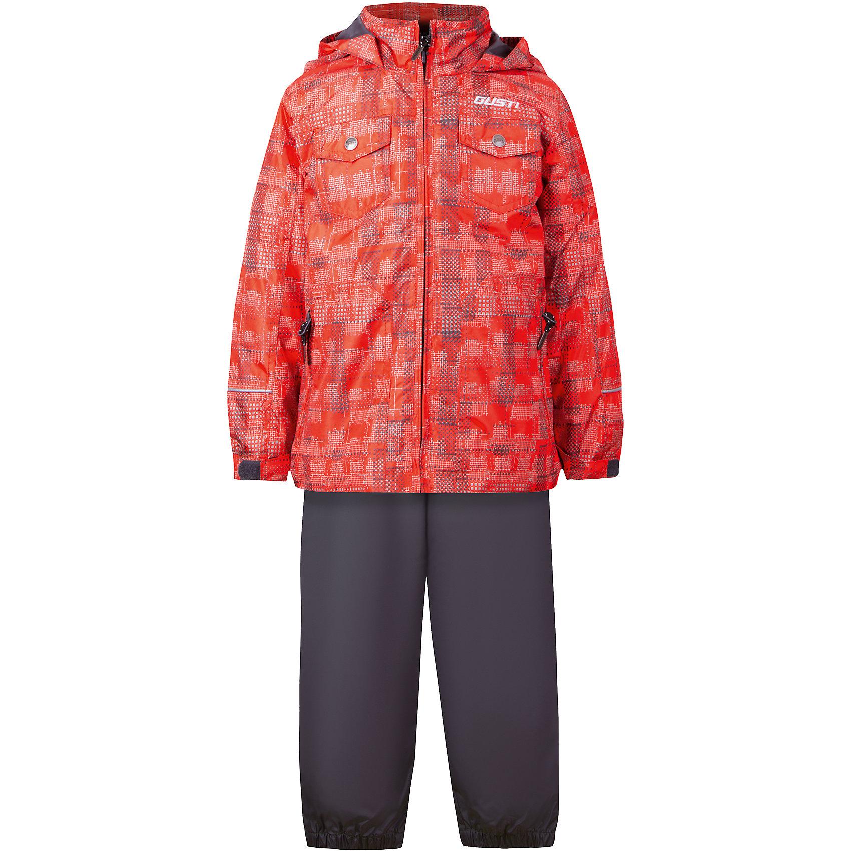 Комплект: куртка, толстовка и брюки для мальчика GustiВерхняя одежда<br>Характеристики товара:<br><br>• цвет: оранжевый<br>• куртка: 100% полиэстер, съёмная флисовая толстовка: 100% полиэстер<br>• брюки: верх 100% полиэстер, подкладка 100% х/б<br>• без утеплителя<br>• комплектация: куртка, съемная флисовая подкладка, брюки<br>• температурный режим: от 0° С до +15° С<br>• водонепроницаемость: 2000 мм<br>• воздухопроницаемость: 2000 мм<br>• ветронепродуваемый<br>• капюшон не отстёгивается<br>• пять внешних карманов<br>• съемные подтяжки<br>• брючины эластичные<br>• светоотражающие элементы<br>• молния<br>• страна бренда: Канада<br><br>Этот демисезонный комплект из куртки, пристегивающейся к ней толстовки из флиса, и штанов поможет обеспечить ребенку комфорт и тепло. Предметы удобно садятся по фигуре, отлично смотрятся с различной обувью. Комплект очень модно выглядит, он хорошо защищает от ветра и влаги. Материал отлично подходит для дождливой погоды. Стильный дизайн разрабатывался специально для детей.<br><br>Комплект: куртка, толстовка и брюки для мальчика от известного бренда Gusti (Густи) можно купить в нашем интернет-магазине.<br><br>Ширина мм: 356<br>Глубина мм: 10<br>Высота мм: 245<br>Вес г: 519<br>Цвет: оранжевый<br>Возраст от месяцев: 18<br>Возраст до месяцев: 24<br>Пол: Мужской<br>Возраст: Детский<br>Размер: 92,152,98,100,104,110,116,120,122,128,140<br>SKU: 5452350
