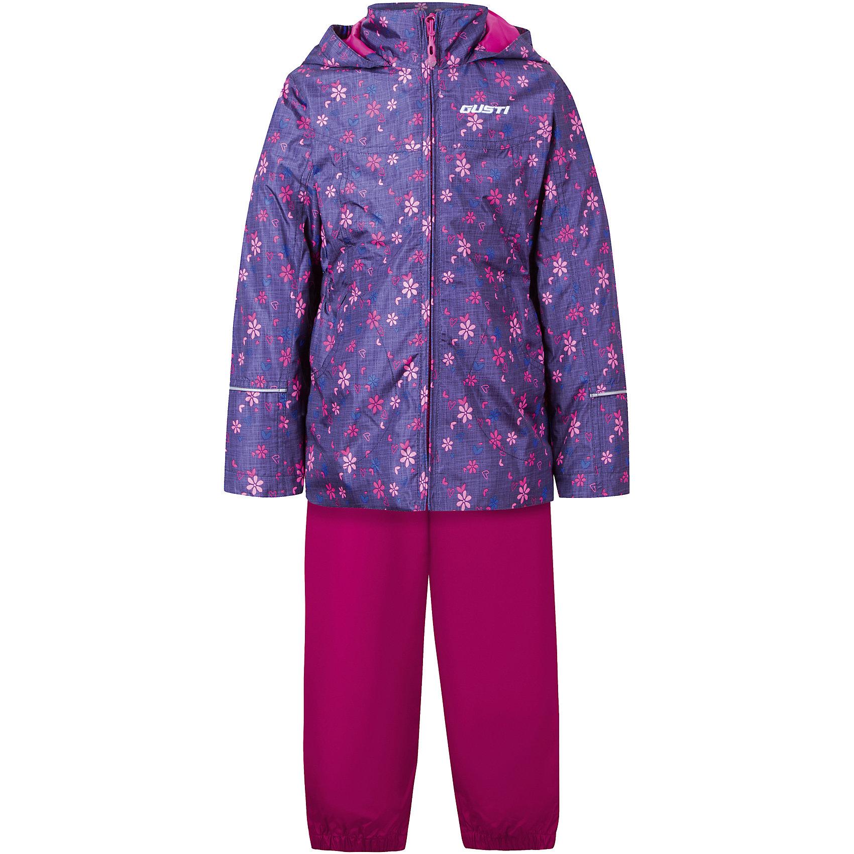 Комплект: куртка, толстовка и брюки для девочки GustiВерхняя одежда<br>Характеристики товара:<br><br>• цвет: фиолетовый/розовый<br>• состав: 100% полиэстер, подкладка, утеплитель - 100% полиэстер<br>• комплектация: куртка, съемная флисовая подкладка, брюки<br>• температурный режим: от +5° С до +15° С<br>• водонепроницаемый материал<br>• капюшон<br>• карманы<br>• съемные подтяжки<br>• брючины эластичные<br>• комфортная посадка<br>• светоотражающие элементы<br>• молния<br>• утеплитель: синтепон<br>• демисезонный<br>• страна бренда: Канада<br><br>Этот демисезонный комплект из куртки, пристегивающейся к ней толстовки из флиса, и штанов поможет обеспечить ребенку комфорт и тепло. Предметы удобно садятся по фигуре, отлично смотрятся с различной обувью. Комплект очень модно выглядит, он хорошо защищает от ветра и влаги. Материал отлично подходит для дождливой погоды. Стильный дизайн разрабатывался специально для детей.<br><br>Комплект: куртка, толстовка и брюки для девочки от известного бренда Gusti (Густи) можно купить в нашем интернет-магазине.<br><br>Ширина мм: 356<br>Глубина мм: 10<br>Высота мм: 245<br>Вес г: 519<br>Цвет: синий<br>Возраст от месяцев: 18<br>Возраст до месяцев: 24<br>Пол: Женский<br>Возраст: Детский<br>Размер: 92,152,98,100,104,110,116,120,122,128,140<br>SKU: 5452464