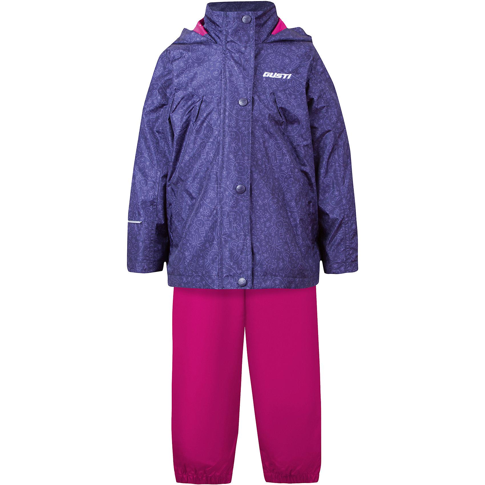 Комплект: куртка, толстовка и брюки для девочки GustiВерхняя одежда<br>Характеристики товара:<br><br>• цвет: синий/розовый<br>• состав: 100% полиэстер, подкладка, утеплитель - 100% полиэстер<br>• комплектация: куртка, съемная флисовая подкладка, брюки<br>• температурный режим: от +5° С до +15° С<br>• водонепроницаемый материал<br>• капюшон<br>• карманы<br>• съемные подтяжки<br>• брючины эластичные<br>• комфортная посадка<br>• светоотражающие элементы<br>• молния<br>• утеплитель: синтепон<br>• демисезонный<br>• страна бренда: Канада<br><br>Этот демисезонный комплект из куртки, пристегивающейся к ней толстовки из флиса, и штанов поможет обеспечить ребенку комфорт и тепло. Предметы удобно садятся по фигуре, отлично смотрятся с различной обувью. Комплект очень модно выглядит, он хорошо защищает от ветра и влаги. Материал отлично подходит для дождливой погоды. Стильный дизайн разрабатывался специально для детей.<br><br>Комплект: куртка, толстовка и брюки для девочки от известного бренда Gusti (Густи) можно купить в нашем интернет-магазине.<br><br>Ширина мм: 356<br>Глубина мм: 10<br>Высота мм: 245<br>Вес г: 519<br>Цвет: синий<br>Возраст от месяцев: 18<br>Возраст до месяцев: 24<br>Пол: Женский<br>Возраст: Детский<br>Размер: 92,122,128,140,152,98,100,104,110,116,120<br>SKU: 5452488