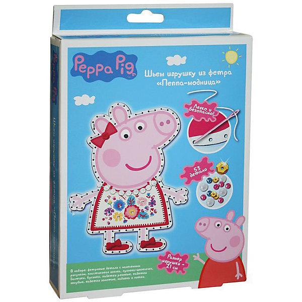 Шьем игрушку из фетра Пеппа-Модница, Peppa PigШитьё<br>Характеристики товара:<br><br>• комплектация: 2 фетровые детали с нанесенным рисунком и перфорацией для стежков, пластиковая безопасная иголка, пуговка в виде цветочка бант, прозрачные бусинки, шнуровка для бус, пайетки, нитки, набивка<br>• размер готовой игрушки: 21 см<br>• упаковка: коробка<br>• возраст: от 5 лет<br>• состав: пластик, текстиль<br>• страна бренда: Россия<br>• страна изготовитель: Китай<br><br>Украсьте фетровые детали блестящими пайетками, а затем сложите их белой стороной внутрь, совмещая контур фигурки. Вденьте нитку в иголку и начните обшивать контур туловища, набивая сначала ручки и ножки. Постепенно наполняйте всю игрушку и, закончив, закрепите нить узелком. Украсьте голову Пеппы цветочком, башмачки - бантиками, сделайте бусы для свинки.<br><br>В наборе «Пеппа-модница» ТМ «Свинка Пеппа» 53 детали: 2 фетровые детали с нанесенным рисунком и перфорацией для стежков, пластиковая безопасная иголка, пуговка в виде цветочка, 2 бантика из сатина, прозрачные бусинки, шнуровка для бус, пайетки (золотые, голубые, розовые), нитки, набивка - 30 г. Детали легко сшиваются безопасной иголкой. Размер готовой игрушки: 21 см. <br><br>Шьем игрушку из фетра Пеппа-Модница, Peppa Pig, вы можете приобрести в нашем интернет-магазине.<br>Ширина мм: 230; Глубина мм: 170; Высота мм: 40; Вес г: 100; Возраст от месяцев: 60; Возраст до месяцев: 2147483647; Пол: Женский; Возраст: Детский; SKU: 5453384;