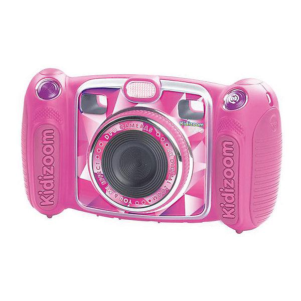 Цифровая камера kidizoom duo, розовая, VtechДетские фотоаппараты<br>Характеристики:<br><br>• Материал: пластик <br>• Комплектация: камера, кабель, браслет, инструкция<br>• Разрешение камеры: 0,3 Мп<br>• Встроенный диктофон с функциями изменения голоса<br>• Наличие вспышки <br>• 2 камеры: обычная и для автопортретов<br>• Встроенные приложения для создания спецэффектов<br>• 5 встроенных игр<br>• Объем памяти устройства: 256 МБ (на 400 фото)<br>• Размеры (Д*Ш*В): 16,2*5,8*9,1 см<br>• Вес: 380 г<br>• Особенности ухода: допускается сухая чистка<br><br>Цифровая камера Kidizoom duo, розовая, Vtech – это многофункциональный интерактивный гаджет от французского производителя, который является мировым лидером по выпуску электронных обучающих устройств и игрушек. Эта уникальная камера относятся к последнему поколению цифровых обучающих устройств для детей.<br><br>Многофункциональное устройство включает в себя множество полезных и необходимых функций, которые позволят вашему ребенку осваивать современные технологии в фото и видеосъемке. Камера имеет компактный размер и легкий вес, благодаря чему ее можно брать с собой на велосипедные прогулки, в путешествия или экспедиции. <br><br>Большой объем памяти позволяет хранить до 400 снимков. Различные встроенные функции позволят обрабатывать и оформлять изображения, создавать из них анимированные ролики. У устройства предусмотрено два режима: обычный и автопортрет.<br><br>Цифровую камеру Kidizoom duo, розовая, Vtech можно купить в нашем интернет-магазине.<br><br>Ширина мм: 203<br>Глубина мм: 279<br>Высота мм: 71<br>Вес г: 576<br>Возраст от месяцев: 72<br>Возраст до месяцев: 108<br>Пол: Женский<br>Возраст: Детский<br>SKU: 5471080