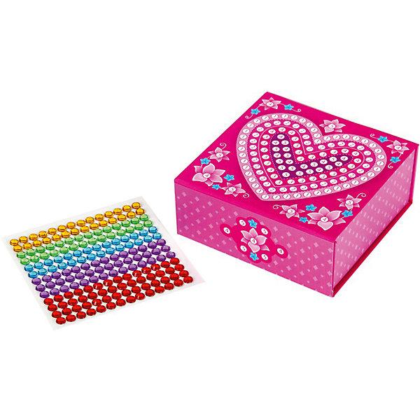 Шкатулка Сердечко, Десятое королевствоМодели из бумаги<br>Шкатулка Сердечко, Десятое королевство<br><br>Характеристики:<br><br>• Возраст: от 5 лет<br>• Размер готовой игрушки: 10,5 х 10,5 х 4,5 см<br>• Материал: картон, акрил, метал<br>• В комплекте: заготовка шкатулки, 168 страз 5 цветов<br><br>Этот замечательный набор позволяет ребенку самостоятельно собрать для себя яркую и красивую шкатулку с очаровательным рисунком. Благодаря устройству набора, форму для шкатулку довольно просто сложить, а для украшения удобно использовать идущие в наборе стразы, которые можно приклеивать прямо по номерам. Итоговый размер шкатулки - 10,5 х 10,5 х 4,5 см. Работа с набором развивает усидчивость и мелкую моторику.<br><br>Шкатулка Сердечко, Десятое королевство можно купить в нашем интернет-магазине.<br>Ширина мм: 205; Глубина мм: 145; Высота мм: 20; Вес г: 100; Возраст от месяцев: 60; Возраст до месяцев: 84; Пол: Женский; Возраст: Детский; SKU: 5471651;