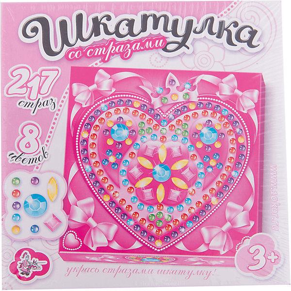 Шкатулка Сердце, Десятое королевствоКартонные модели<br>Шкатулка Сердце, Десятое королевство<br><br>Характеристики:<br><br>• Возраст: от 5 лет<br>• Размер готовой игрушки: 15х15 х 4,5 см<br>• Материал: картон, акрил, метал<br>• В комплекте: заготовка шкатулки, 217 страз 8 цветов<br><br>Этот замечательный набор позволяет ребенку самостоятельно собрать для себя яркую и красивую шкатулку с очаровательным рисунком. Благодаря устройству набора, форму для шкатулку довольно просто сложить, а для украшения удобно использовать идущие в наборе стразы, которые можно приклеивать прямо по номерам. Работа с набором развивает усидчивость и мелкую моторику.<br><br>Шкатулка Сердце, Десятое королевство можно купить в нашем интернет-магазине.<br><br>Ширина мм: 153<br>Глубина мм: 153<br>Высота мм: 47<br>Вес г: 140<br>Возраст от месяцев: 60<br>Возраст до месяцев: 84<br>Пол: Унисекс<br>Возраст: Детский<br>SKU: 5471657