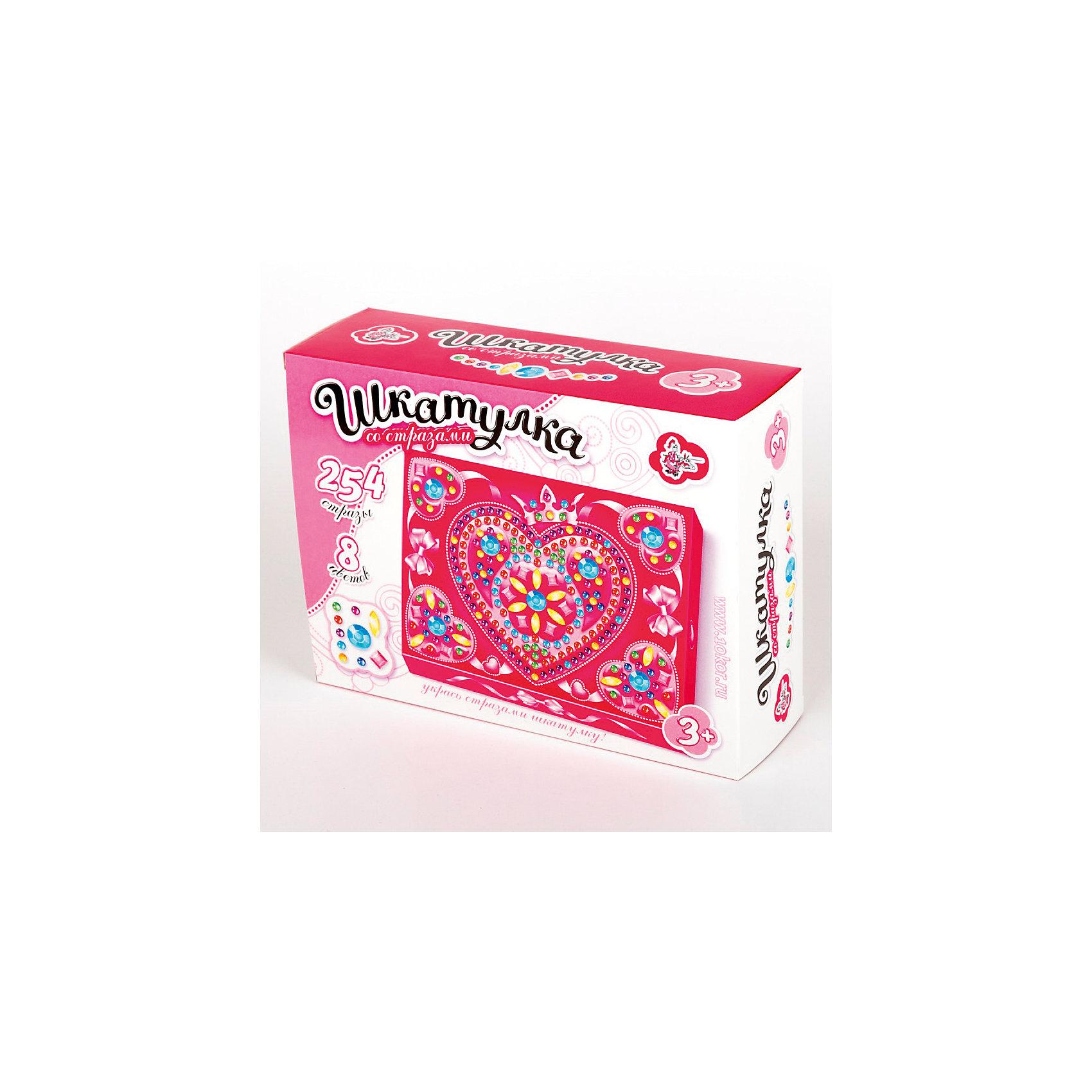 Шкатулка Сердечко, Десятое королевствоКартонные модели<br>Шкатулка Сердечко, Десятое королевство<br><br>Характеристики:<br><br>• Возраст: от 5 лет<br>• Размер готовой игрушки: 15х15 х 4,5 см<br>• Материал: картон, акрил, метал<br>• В комплекте: заготовка шкатулки, 254 страз 8 цветов<br><br>Этот замечательный набор позволяет ребенку самостоятельно собрать для себя яркую и красивую шкатулку с очаровательным рисунком. Благодаря устройству набора, форму для шкатулку довольно просто сложить, а для украшения удобно использовать идущие в наборе стразы, которые можно приклеивать прямо по номерам. Работа с набором развивает усидчивость и мелкую моторику.<br><br>Шкатулка Сердечко, Десятое королевство можно купить в нашем интернет-магазине.<br><br>Ширина мм: 200<br>Глубина мм: 150<br>Высота мм: 60<br>Вес г: 215<br>Возраст от месяцев: 60<br>Возраст до месяцев: 84<br>Пол: Женский<br>Возраст: Детский<br>SKU: 5471659