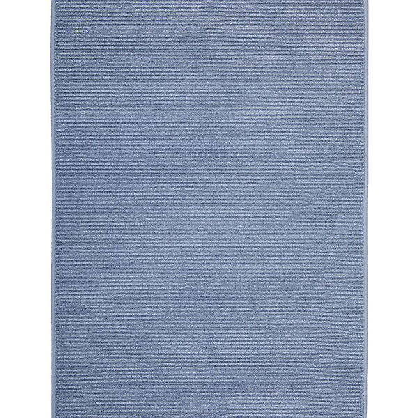 Полотенце для ног махровое Maison Bambu, 50*70, TAC, синий (k.mavi)Полотенца<br>Характеристики:<br><br>• Вид домашнего текстиля: махровое полотенце<br>• Размеры полотенца: 50*70 см<br>• Рисунок: без рисунка<br>• Материал: хлопок, 50% хлопок; бамбук, 50%<br>• Цвет: синий<br>• Плотность полотна: 850 гр/м2 <br>• Повышенные впитывающие качества<br>• Вес: 300 г<br>• Размеры упаковки (Д*Ш*В): 25*3*25 см<br>• Особенности ухода: машинная стирка <br><br>Полотенце для ног махровое Maison Bambu, 50*70, TAC, синий (k.mavi) от наиболее популярного бренда на отечественном рынке среди производителей комплектов постельного белья и текстильных принадлежностей, выпуском которого занимается производственная компания, являющаяся частью мирового холдинга Zorlu Holding Textiles Group. Полотенце выполнено из сочетания натурального хлопка и бамбукового волокна, что обеспечивает гипоаллергенность, высокую износоустойчивость, повышенные гигкоскопические и антибактериальные свойства изделия. <br><br>Благодаря высокой степени плотности махры, полотенце отлично впитывает влагу, но при этом остается мягким. Ворс окрашен стойкими нетоксичными красителями, который не оставляет запаха и обеспечивает ровный окрас. Полотенце сохраняет свой цвет и форму даже при частых стирках. Выполнено в синем цвете без рисунка.<br><br>Полотенце для ног махровое Maison Bambu, 50*70, TAC, синий (k.mavi) можно купить в нашем интернет-магазине.<br><br>Ширина мм: 250<br>Глубина мм: 30<br>Высота мм: 250<br>Вес г: 400<br>Возраст от месяцев: 216<br>Возраст до месяцев: 1188<br>Пол: Унисекс<br>Возраст: Детский<br>SKU: 5476345
