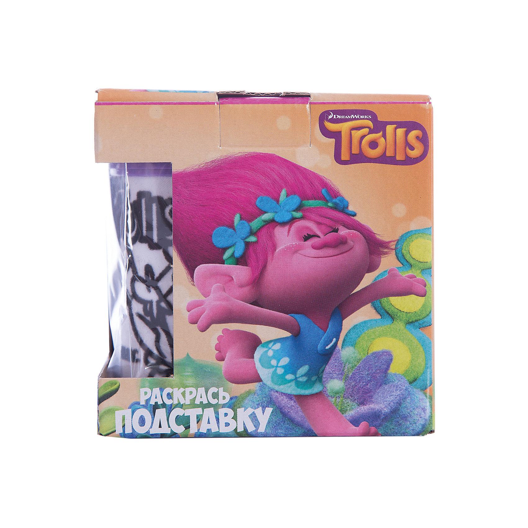 Набор раскрась подставку ТроллиТролли<br>Набор раскрась подставку Тролли<br><br>Характеристики:<br><br>• В набор входит: подставка для карандашей, большие фломастеры (8,8 см) 12 цветов, с тканевой вставкой из флока<br>• Размер упаковки: 11,5 * 10 * 11,5 см.<br>• Размер подставки: 10 * 8,5 *8,5 см.<br>• Вес: 250 г.<br>• Для детей в возрасте: от 3 лет<br>• Страна производитель: Китай<br><br>Большие фломастеры формата Jumbo ярко рисуют и легко помещаются в ручку ребёнка, позволяя ему самому раскрасить свою новую подставку для карандашей и фломастеров. Сама подставка изготовлена из пластика и тканевой вставки из флока, которую ребёнок и сможет раскрашивать.<br><br>Набор раскрась подставку Тролли можно купить в нашем интернет-магазине.<br><br>Ширина мм: 100<br>Глубина мм: 115<br>Высота мм: 115<br>Вес г: 250<br>Возраст от месяцев: 36<br>Возраст до месяцев: 2147483647<br>Пол: Женский<br>Возраст: Детский<br>SKU: 5478270