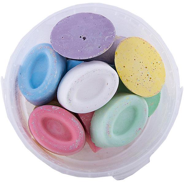 Мелки асфальтовые цветные в ведерке ОвалыМелки для асфальта<br>Мелки асфальтовые цветные в ведерке Овалы.<br><br>Характеристики:<br><br>• В наборе: 12 разноцветных мелков<br>• Упаковка: пластиковое ведерко<br>• Размер упаковки: 10х10х6,5 см.<br>• Вес в упаковке: 270 гр.<br><br>Мелки асфальтные цветные в ведерке Овалы – помогут юным художникам преобразить мир вокруг. Мелки пригодятся для игры в классики, помогут создать огромные картины на асфальте и прекрасные рисунки на доске дома, в школе или в детском саду. Мелки выполнены в форме овала, ребенку будет удобно удерживать их в руке. <br><br>Мелки имеют яркие насыщенные цвета, легко наносятся, так что рисовать ими - одно удовольствие! Мелки упакованы в пластиковое ведро, в котором их удобно брать с собой на прогулку и хранить. Рисование мелками развивает не только моторику рук, но и стимулирует творческое воображение, фантазию, цветовосприятие. Мелки безопасны при использовании по назначению.<br><br>Мелки асфальтовые цветные в ведерке Овалы можно купить в нашем интернет-магазине.<br>Ширина мм: 100; Глубина мм: 100; Высота мм: 65; Вес г: 270; Возраст от месяцев: 36; Возраст до месяцев: 2147483647; Пол: Унисекс; Возраст: Детский; SKU: 5482096;
