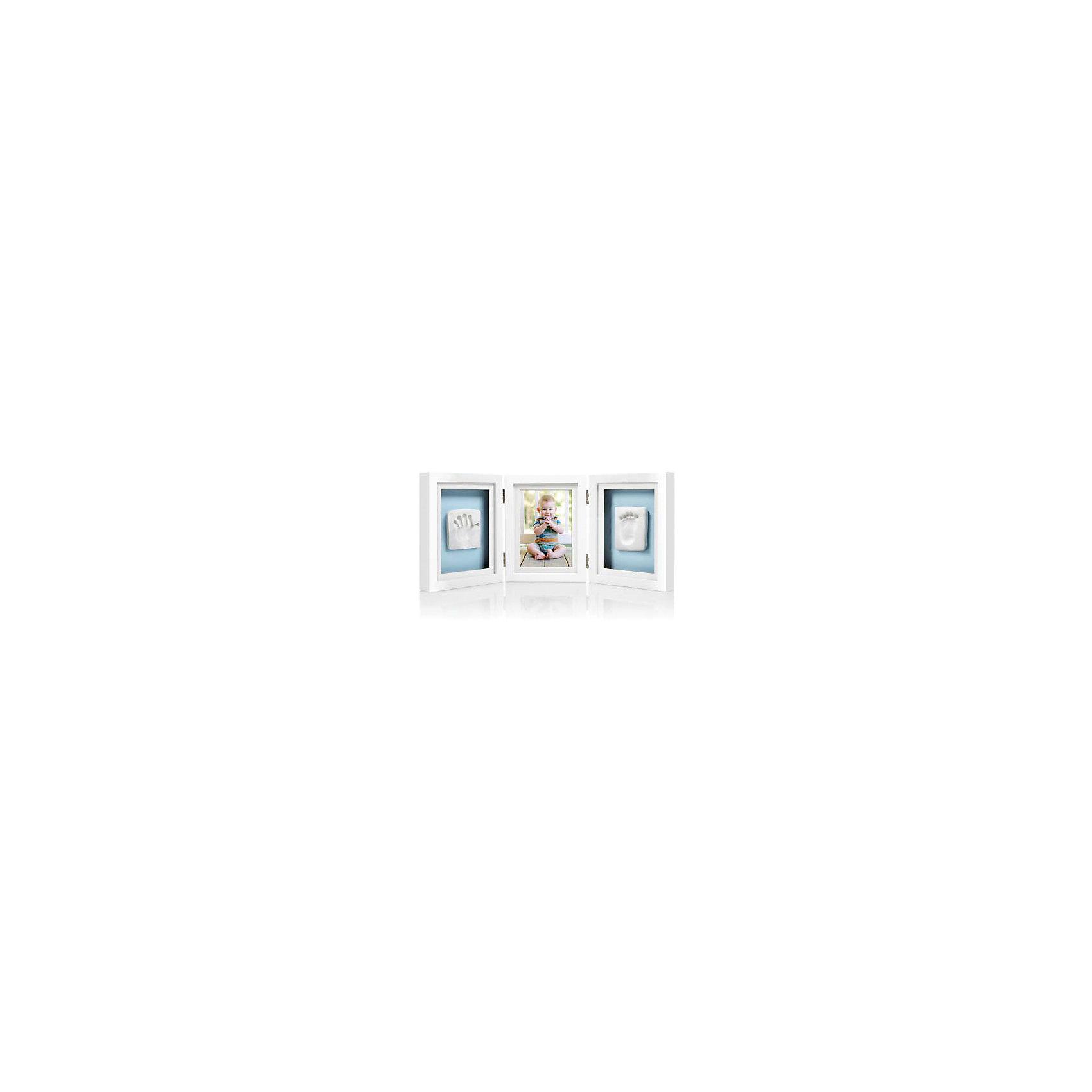Рамочка тройная складная, PearheadХарактеристики:<br><br>• Цвет: белый<br>• Материал: дерево, стекло, слепочный материал<br>• Комплектация: рамка, материал для изготовления отпечатков, двухцветные подложка для размещения отпечатка и клейкая лента,<br>линейка, инструкция<br>• Тип рамки: для полки<br>• Количество секций: 3<br>• Форма секций: прямоугольник<br>• Складной механизм<br>• Размеры рамки (Д*Ш*В): 29*4*19 см <br>• Вес: 980 г <br>• Особенности ухода: допускается сухая и влажная чистка<br><br>Рамочка тройная складная, Pearhead изготовлена американским торговым брендом, который специализируется на создании подарочных наборов для новорожденных и их родителей. Инновационные технологии, которые используются при создании наборов для изготовления слепков являются безопасными и не вызывают аллергии. <br><br>Разработанный специальным образом материал для снятия слепков обеспечивает чистое касание детской ручки или ножки. В набор входит рамка, состоящая из трех секций разной формы, необходимые материалы и инструменты для создания детских слепков. Рамочка изготовлена из дерева, предназначена для размещения на полке или столе, имеет складной механизм. Изделие выполнено в классическом дизайне, поэтому подойдет для интерьера любого стилевого направления. <br><br>Рамочку тройную складную, Pearhead можно купить в нашем интернет-магазине.<br><br>Ширина мм: 450<br>Глубина мм: 40<br>Высота мм: 190<br>Вес г: 950<br>Возраст от месяцев: 0<br>Возраст до месяцев: 84<br>Пол: Унисекс<br>Возраст: Детский<br>SKU: 5482403