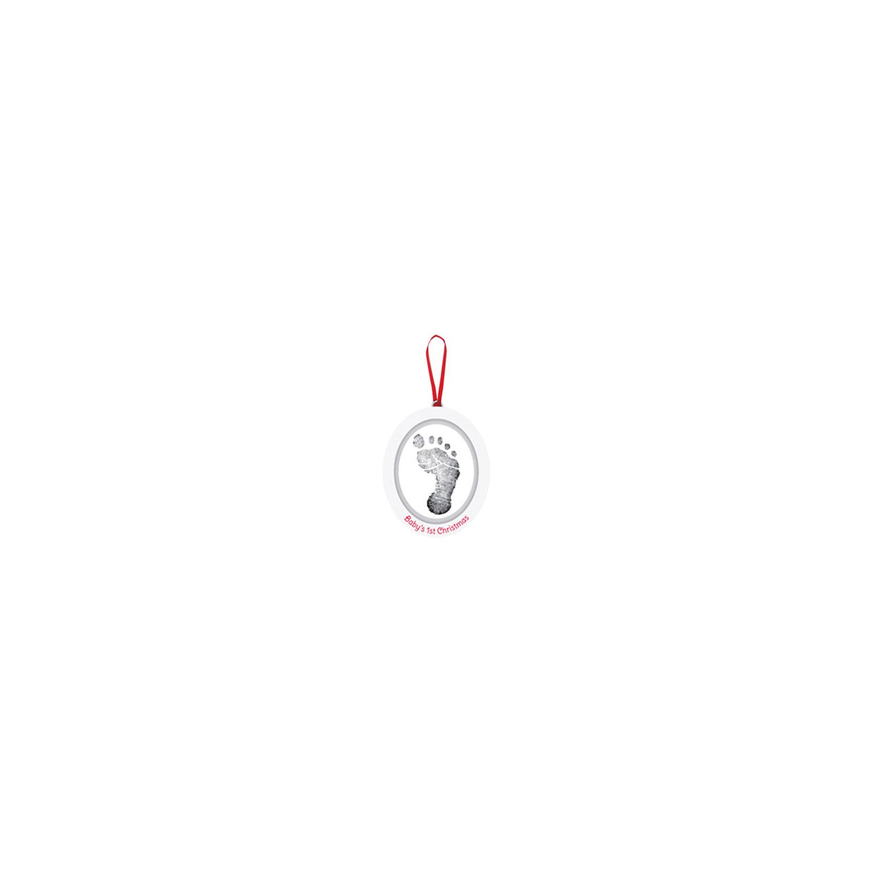 Подарок на ленточке Пяточка-Ладошка (Отпечаток) Отпечаток+Фото, PearheadПредметы интерьера<br>Характеристики:<br><br>• Пол: универсальный<br>• Тематика рисунка: без рисунка<br>• Цвет: белый, красный<br>• Материал: чернила для оттиска, дерево, сатин<br>• Комплектация: материал для изготовления слепка, деревянный медальон, чернила, сатиновая лента, инструкция<br>• Форма медальона: овал<br>• Медальон двухсторонний<br>• Вес: 300 г <br>• Особенности ухода: допускается сухая чистка<br><br>Подарок на ленточке Пяточка-Ладошка (Отпечаток) Отпечаток+Фото, Pearhead от американского торгового бренда, который специализируется на создании подарочных наборов для новорожденных и их родителей. Инновационные технологии, которые используются при создании наборов для изготовления оттисков являются безопасными и не вызывают аллергии. <br><br>Разработанная специальным образом краска ровно наносится на руку и легко смывается. В набор входят необходимые материалы и инструменты для создания овального медальона. Размер медальона позволяет сделать слепок детской ручки или ножки. В комплекте предусмотрена красная сатиновая лента.<br><br>Подарок на ленточке Пяточка-Ладошка (Отпечаток) Отпечаток+Фото, Pearhead можно купить в нашем интернет-магазине.<br><br>Ширина мм: 30<br>Глубина мм: 100<br>Высота мм: 130<br>Вес г: 173<br>Возраст от месяцев: 0<br>Возраст до месяцев: 84<br>Пол: Унисекс<br>Возраст: Детский<br>SKU: 5482413