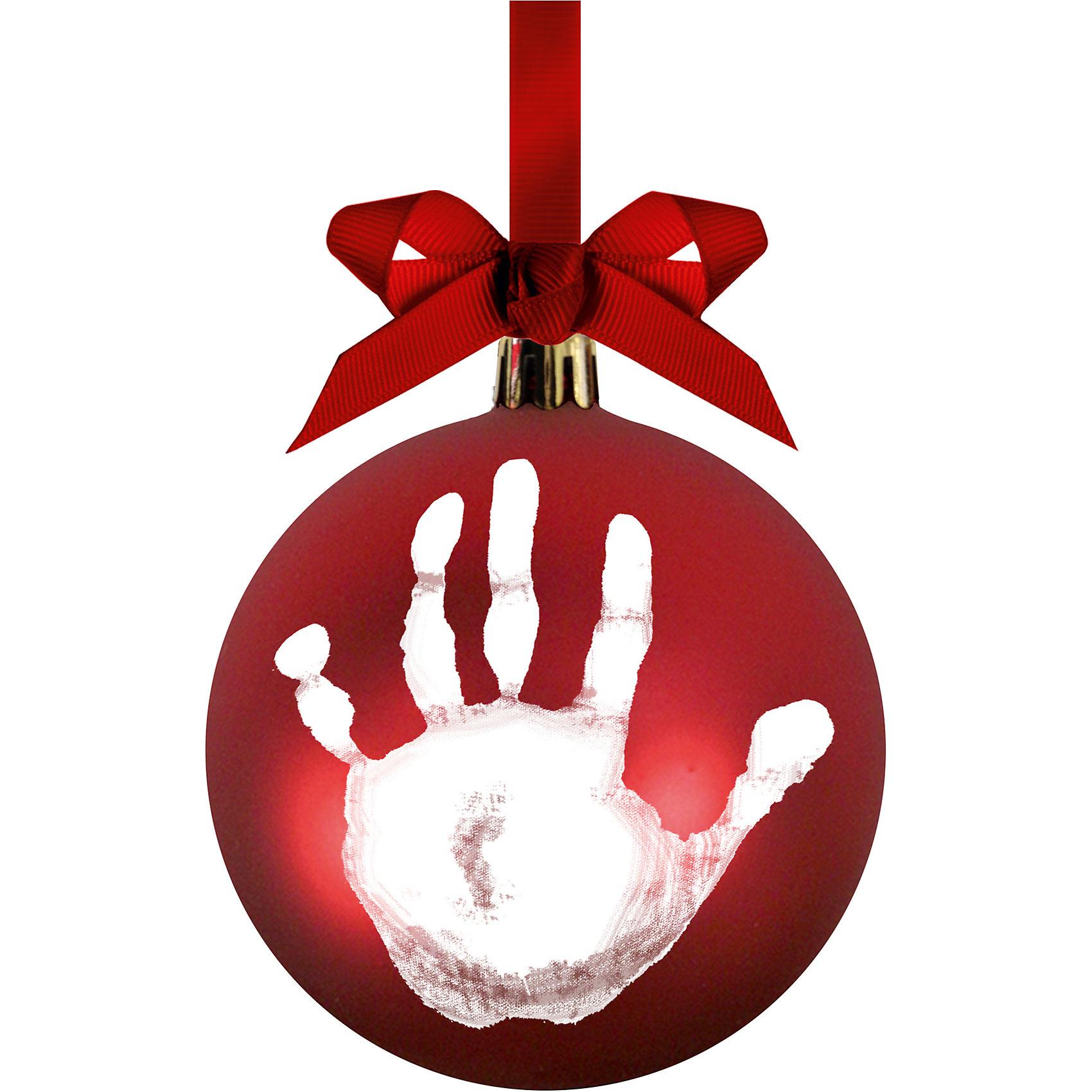 Подарок на ленточке Шар на елку, PearheadПредметы интерьера<br>Характеристики:<br><br>• Пол: универсальный<br>• Цвет: белый, красный<br>• Материал: чернила для оттиска, пластик, сатин<br>• Комплектация: шар, сатиновая лента, краска, инструкция<br>• Форма: шар<br>• Вес: 200 г <br>• Особенности ухода: допускается сухая чистка<br><br>Подарок на ленточке Шар на елку, Pearhead от американского торгового бренда, который специализируется на создании подарочных наборов для новорожденных и их родителей. Инновационные технологии, которые используются при создании наборов для изготовления оттисков являются безопасными и не вызывают аллергии. Разработанная специальным образом краска ровно наносится на руку и легко смывается. В набор входят необходимые материалы и инструменты для создания елочного шара с отпечатком. В комплекте предусмотрена красная сатиновая лента.<br><br>Подарок на ленточке Шар на елку, Pearhead можно купить в нашем интернет-магазине.<br><br>Ширина мм: 100<br>Глубина мм: 100<br>Высота мм: 100<br>Вес г: 150<br>Возраст от месяцев: 0<br>Возраст до месяцев: 84<br>Пол: Унисекс<br>Возраст: Детский<br>SKU: 5482442