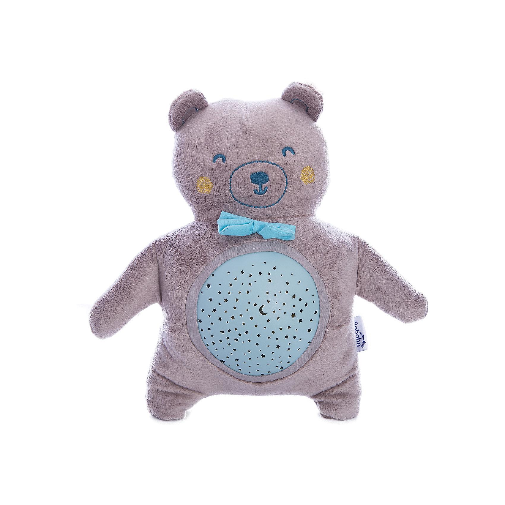 Ночник МедвежонокНочники и проекторы<br>Характеристики:<br><br>• Пол: для мальчика<br>• Форма светильника: медвежонок<br>• Цвет: серый, голубой<br>• Материал: пластик, текстиль<br>• Мягкий рассеянный свет<br>• Во время работы не нагревается<br>• 15 минут звучания музыки<br>• 22 минуты непрерывной проекции звездного неба<br>• Функция адаптации к уровню естественного освещения<br>• Съемный проектор<br>• Батарейки: 3 шт. типа AA/LR6 ( в комплекте не предусмотрены)<br>• Способ зарядки: USB кабель<br>• Размеры: 32*10,5*18 см<br>• Вес: 200 г <br>• Особенности ухода: допускается сухая и влажная чистка<br><br>Ночник Медвежонок от французского торгового бренда, который занимается производством детских светильников и проекторов. При изготовлении используются качественные и безопасные материалы, которые характеризуются длительным сроком службы. Пластик, из которого изготовлен ночник, устойчив к повреждениям и появлению царапин, не имеет запаха. <br><br>Светильник оснащен светодиодными лампами, которые не нужно менять. Степень яркости автоматически регулируется в зависимости от естественного освещения. У него компактный размер и легкий вес. У светильника предусмотрен режим проекции звездного неба и режим проигрывания музыки. Предусмотрена функция автоматического включения-выключения. Ночника оснащен функция смены цвета освещения. Выполнен в виде плюшевого мишки со съемным проектором, что делает его не только практичным предметом, но и любимой детской игрушкой.<br><br>Ночник Медвежонок можно купить в нашем интернет-магазине.<br><br>Ширина мм: 180<br>Глубина мм: 105<br>Высота мм: 320<br>Вес г: 250<br>Возраст от месяцев: 0<br>Возраст до месяцев: 300<br>Пол: Унисекс<br>Возраст: Детский<br>SKU: 5482460