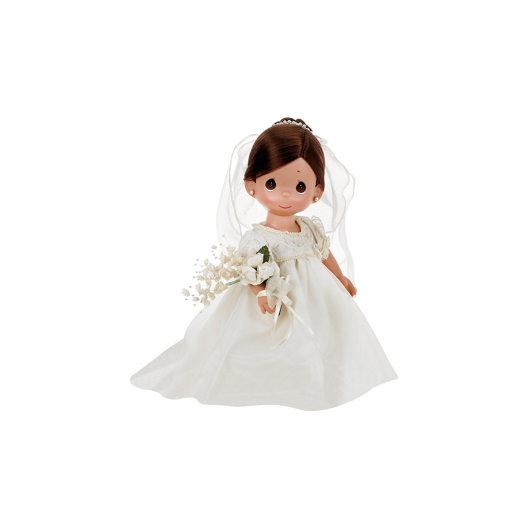 Кукла Зачарованные сны. Невеста, брюнетка, 30 см, Precious MomentsБренды кукол<br>Характеристики товара:<br><br>• возраст: от 5 лет;<br>• материал: винил, текстиль;<br>• высота куклы: 30 см;<br>• размер упаковки: 35х20х10 см;<br>• вес упаковки: 400 гр.;<br>• страна производитель: Филиппины.<br><br>Кукла «Зачарованные сны. Невеста» Precious Moments — коллекционная кукла с выразительными карими глазками и каштановыми волосами. Куколка одета в белоснежное свадебное платье. На голове у нее фата, а в руках букет невесты. У куклы имеются подвижные детали. Она выполнена из качественного безопасного материала.<br><br>Куклу «Зачарованные сны. Невеста» Precious Moments можно приобрести в нашем интернет-магазине.<br><br>Ширина мм: 140<br>Глубина мм: 300<br>Высота мм: 80<br>Вес г: 428<br>Возраст от месяцев: 36<br>Возраст до месяцев: 2147483647<br>Пол: Женский<br>Возраст: Детский<br>SKU: 5482502