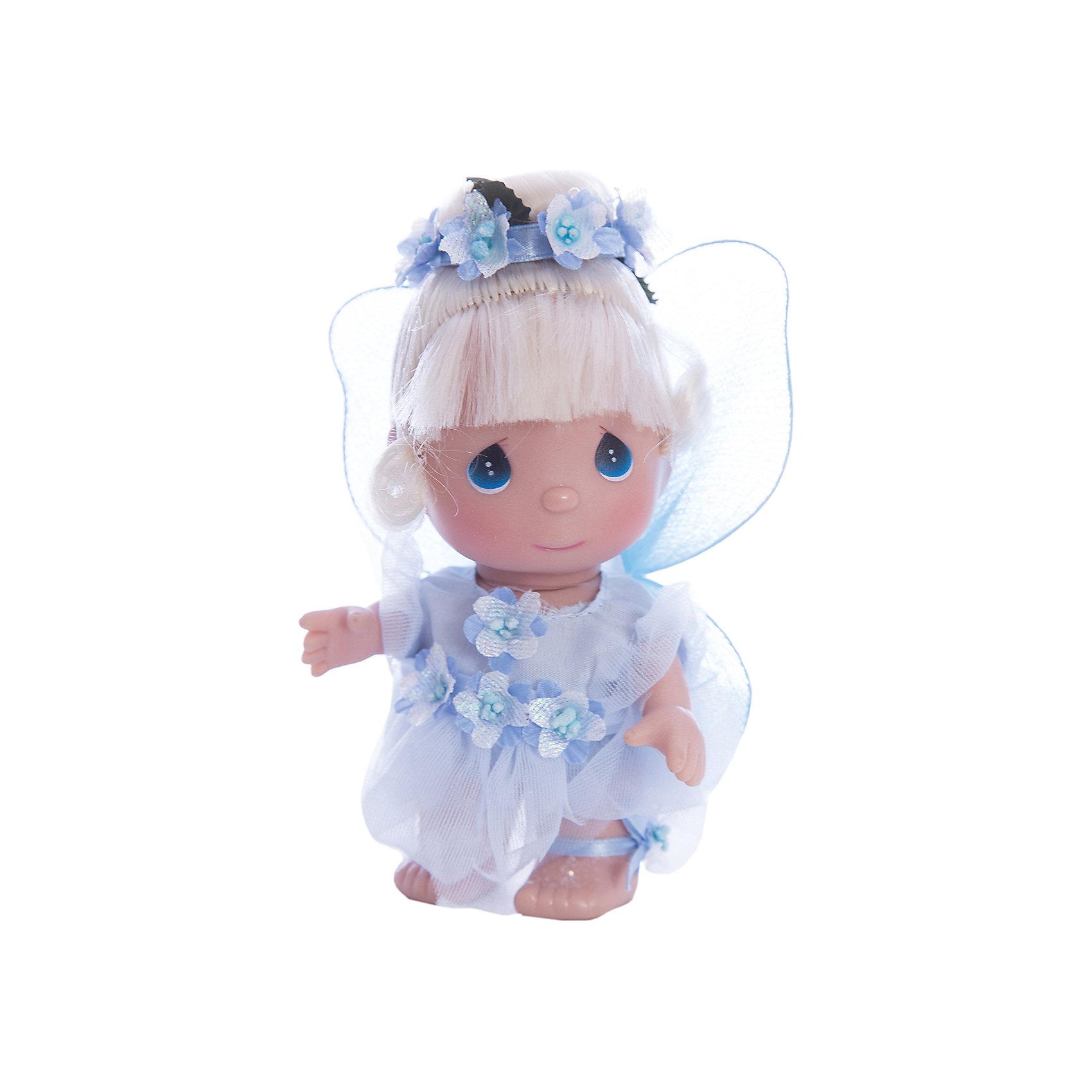 Кукла Фея в голубом, 14 см, Precious MomentsКлассические куклы<br>Характеристики товара:<br><br>• возраст: от 5 лет;<br>• материал: винил, текстиль;<br>• высота куклы: 14 см;<br>• размер упаковки: 14х10х6 см;<br>• вес упаковки: 70 гр.;<br>• страна производитель: Филиппины.<br><br>Кукла «Фея в голубом» 14 см Precious Moments — коллекционная кукла с выразительными голубыми глазками и светлыми волосами, украшенными ободком из цветов. Она одета в сказочное голубое платье. За спиной у маленькой феи самые настоящие крылышки. У куклы имеются подвижные детали. Она выполнена из качественного безопасного материала.<br><br>Куклу «Фея в голубом» 14 см Precious Moments можно приобрести в нашем интернет-магазине.<br><br>Ширина мм: 60<br>Глубина мм: 140<br>Высота мм: 40<br>Вес г: 80<br>Возраст от месяцев: 36<br>Возраст до месяцев: 2147483647<br>Пол: Женский<br>Возраст: Детский<br>SKU: 5482524