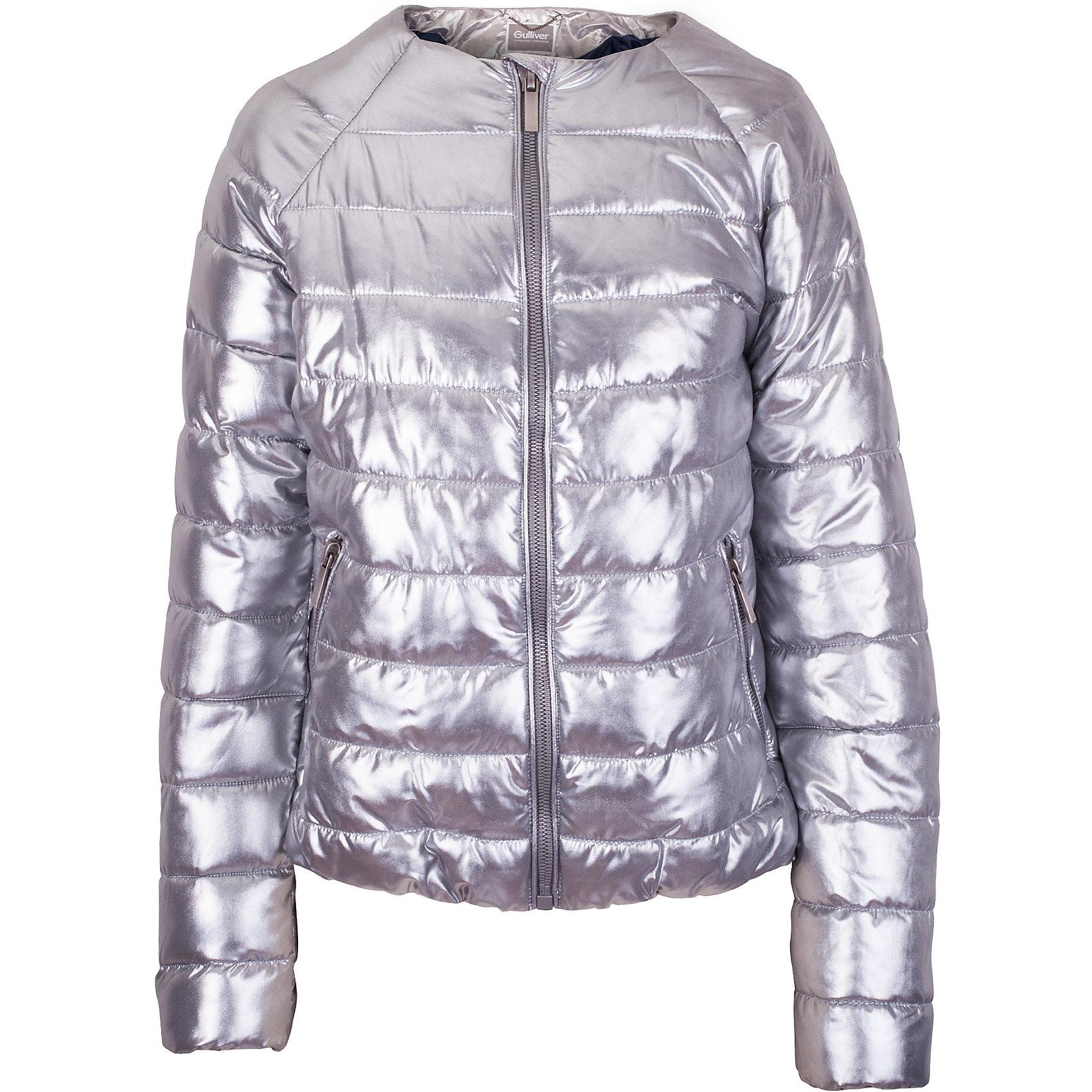 Куртка для девочки GulliverДемисезонные куртки<br>Прошли времена, когда детская куртка выполняла исключительно функциональную роль. Сейчас изделию недостаточно быть только удобным и теплым. Куртка для девочки должна быть яркой, элегантной, привлекательной и отражать в полной мере характер и предпочтения своей обладательницы! Именно такая, стеганая серебристая куртка без воротника может понравиться юной моднице. Если вы предпочитаете сформировать весенний гардероб ребенка из светлых, современных, позитивных вещей, вам стоит купить детскую куртку из коллекции Круиз! В этой куртке вашему ребенку гарантирован прекрасный внешний вид, соответствие модным трендам, а также тепло, комфорт и свобода движений.<br>Состав:<br>верх: 100% полиэстер; подкладка:  100% полиэстер; утеплитель: иск.пух  100% полиэстер<br><br>Ширина мм: 356<br>Глубина мм: 10<br>Высота мм: 245<br>Вес г: 519<br>Цвет: серый<br>Возраст от месяцев: 120<br>Возраст до месяцев: 132<br>Пол: Женский<br>Возраст: Детский<br>Размер: 146,164,152<br>SKU: 5483065