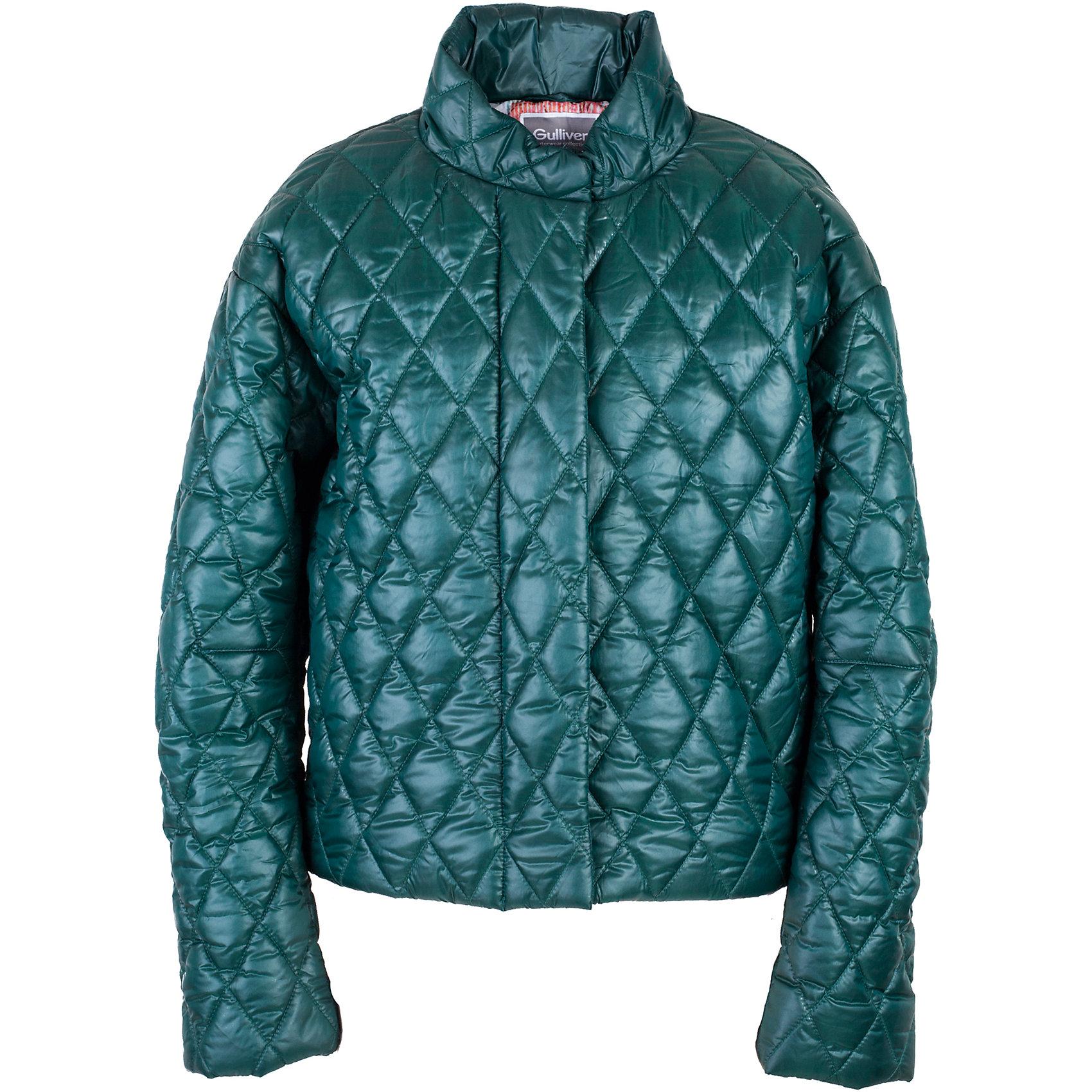 Куртка для девочки GulliverВерхняя одежда<br>Прошли времена, когда детская куртка выполняла исключительно функциональную роль. Сейчас изделию недостаточно быть только удобным и теплым. Куртка для девочки должна быть стильной, элегантной, привлекательной и отражать в полной мере характер и предпочтения своей обладательницы! Именно такая, стеганая зеленая куртка может понравиться юной моднице. Если вы предпочитаете сформировать весенний гардероб ребенка из современных интересных вещей, вам стоит купить детскую куртку из коллекции Коста-Рика! В этой куртке вашему ребенку гарантирован прекрасный внешний вид, соответствие модным трендам, а также тепло, комфорт и свобода движений.<br>Состав:<br>верх:  60% полиэстер 40% нейлон; подкладка:  100% полиэстер; утеплитель:  100% полиэстер<br><br>Ширина мм: 356<br>Глубина мм: 10<br>Высота мм: 245<br>Вес г: 519<br>Цвет: зеленый<br>Возраст от месяцев: 120<br>Возраст до месяцев: 132<br>Пол: Женский<br>Возраст: Детский<br>Размер: 146,164,158,152<br>SKU: 5483135