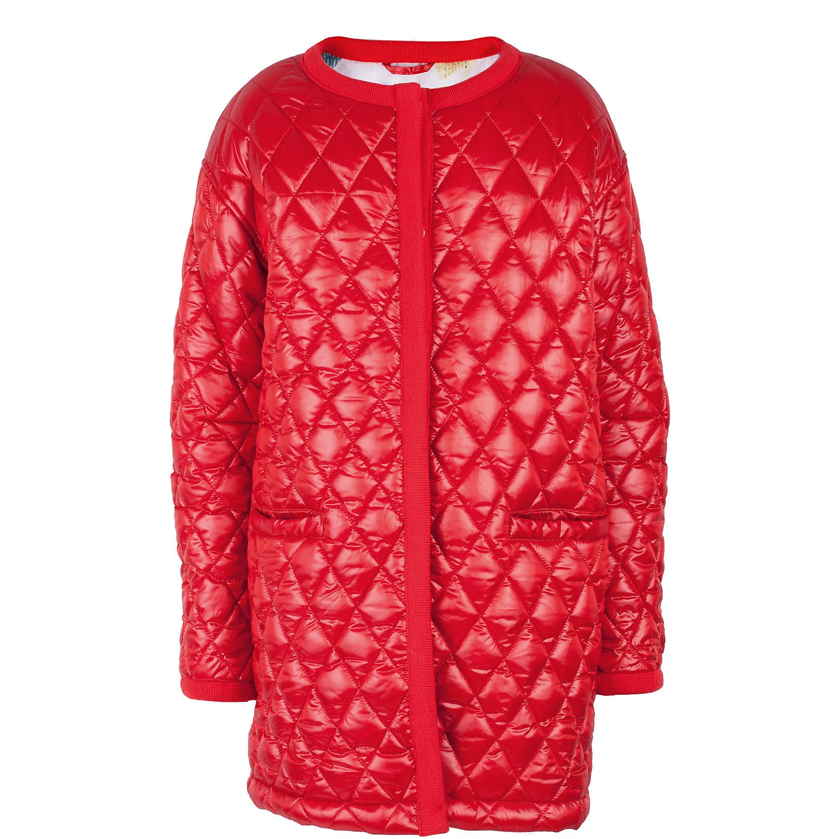 Пальто для девочки GulliverДемисезонные куртки<br>Прошли времена, когда детское пальто выполняло исключительно функциональную роль. Сейчас изделию недостаточно быть только удобным и теплым. Пальто для девочки должно быть стильным, элегантным, привлекательным и отражать в полной мере характер и предпочтения своей обладательницы! Именно такое, красное стеганое пальто без воротника может понравиться юной моднице. Если вы предпочитаете сформировать весенний гардероб ребенка из ярких, современных, интересных вещей, вам стоит купить детское пальто для девочки из коллекции Коста-Рика! В этом пальто вашему ребенку гарантирован прекрасный внешний вид, соответствие модным трендам, а также тепло, комфорт и свобода движений.<br>Состав:<br>верх: 60% полиэстер 40% нейлон; подкладка: 100% полиэстер; утеплитель: 100% полиэстер<br><br>Ширина мм: 356<br>Глубина мм: 10<br>Высота мм: 245<br>Вес г: 519<br>Цвет: красный<br>Возраст от месяцев: 156<br>Возраст до месяцев: 168<br>Пол: Женский<br>Возраст: Детский<br>Размер: 164,146,152,158<br>SKU: 5483145