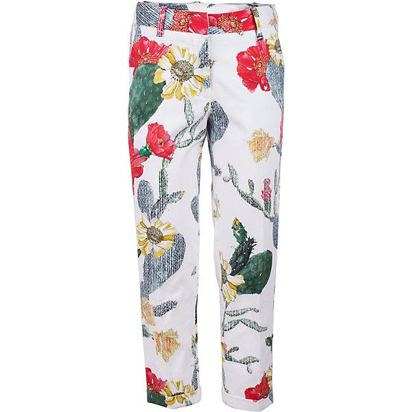 Брюки для девочки GulliverБрюки<br>Модные брюки для девочки в сезоне Весна/Лето 2017 - это вновь чуть укороченная и чуть зауженная к низу модель. Выполненные из хлопка с эластаном, яркие брюки с крупным выразительным цветочным принтом выглядят элегантно и изысканно. Такие брюки для девочки - прекрасный вариант для жаркого лета. Рисунок ткани из коллекции Коста-Рика создает летнее настроение. С блузкой, футболкой, топом брюки составят отличный комплект. Если вы хотите купить стильные брюки для девочки, которые сделают ее образ эффектным и запоминающимся, эта модель - отличный выбор!<br>Состав:<br>97% хлопок        3% эластан<br>Ширина мм: 215; Глубина мм: 88; Высота мм: 191; Вес г: 336; Цвет: белый; Возраст от месяцев: 120; Возраст до месяцев: 132; Пол: Женский; Возраст: Детский; Размер: 146,164,158,152; SKU: 5483180;