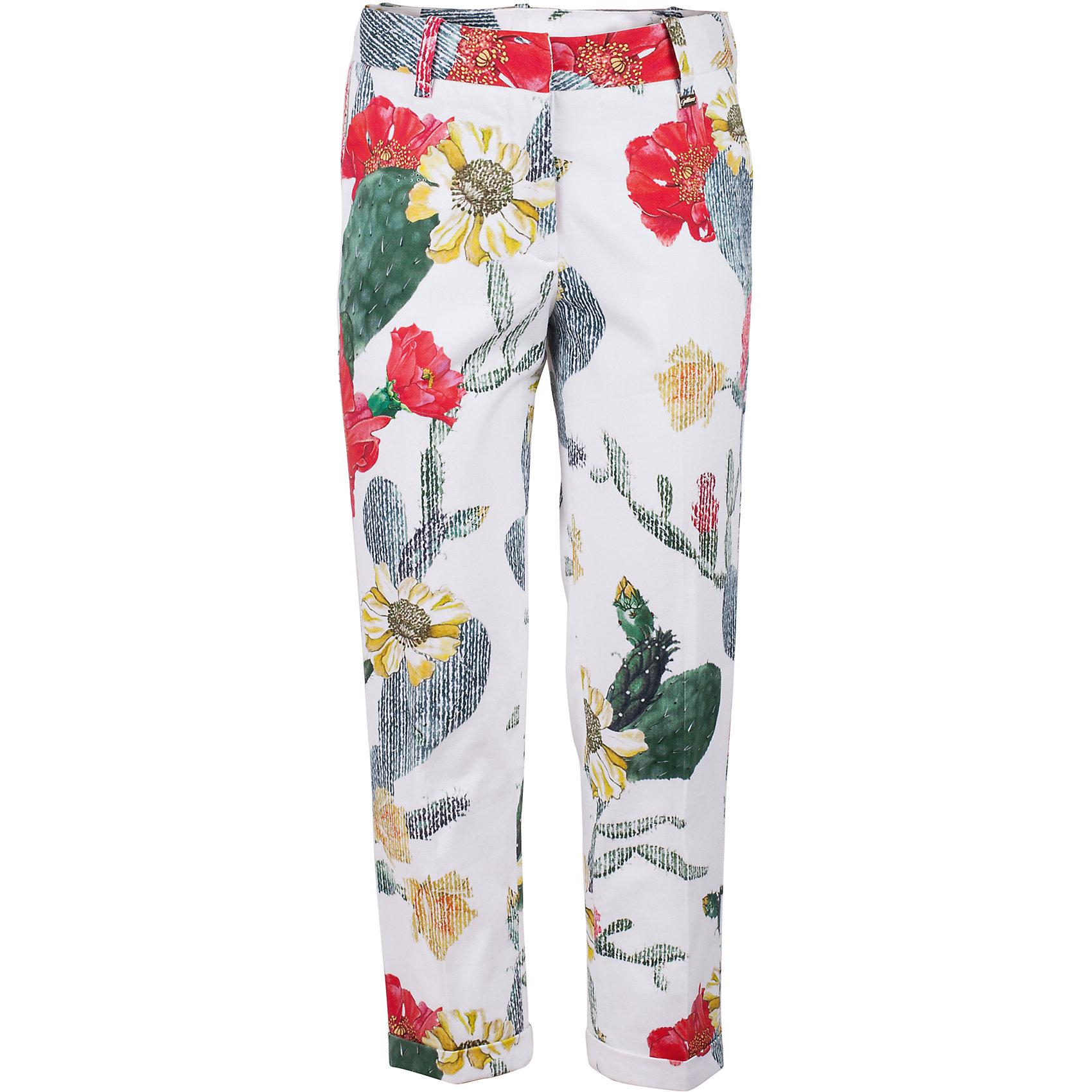 Брюки для девочки GulliverБрюки<br>Модные брюки для девочки в сезоне Весна/Лето 2017 - это вновь чуть укороченная и чуть зауженная к низу модель. Выполненные из хлопка с эластаном, яркие брюки с крупным выразительным цветочным принтом выглядят элегантно и изысканно. Такие брюки для девочки - прекрасный вариант для жаркого лета. Рисунок ткани из коллекции Коста-Рика создает летнее настроение. С блузкой, футболкой, топом брюки составят отличный комплект. Если вы хотите купить стильные брюки для девочки, которые сделают ее образ эффектным и запоминающимся, эта модель - отличный выбор!<br>Состав:<br>97% хлопок        3% эластан<br><br>Ширина мм: 215<br>Глубина мм: 88<br>Высота мм: 191<br>Вес г: 336<br>Цвет: белый<br>Возраст от месяцев: 156<br>Возраст до месяцев: 168<br>Пол: Женский<br>Возраст: Детский<br>Размер: 164,146,152,158<br>SKU: 5483180