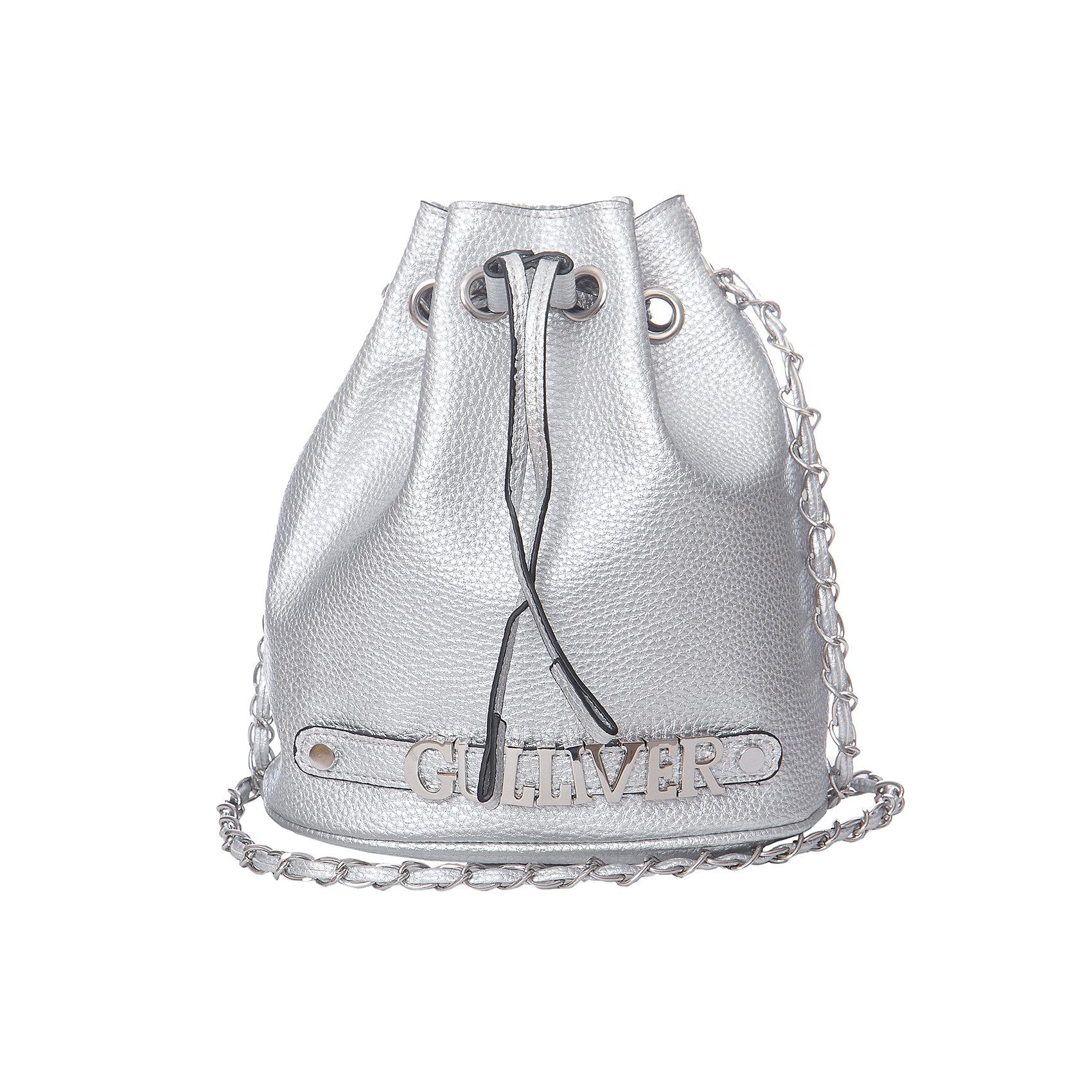 Сумка для девочки GulliverСумки и рюкзаки<br>Модная серебристая сумка для девочки - отличное дополнение и к повседневному, и к нарядному образу. Сумка в форме кисета - тренд сезона Весна/Лето 2017! Несмотря на небольшой размер, она вместительна, что значительно расширяет возможности ее использования. Сумка эффектно оформлена металлическими буквами GULLIVER. Это придает модели особый шарм и дарит яркие индивидуальные черты!<br>Состав:<br>100% полиуретан<br><br>Ширина мм: 227<br>Глубина мм: 11<br>Высота мм: 226<br>Вес г: 350<br>Цвет: серый<br>Возраст от месяцев: 84<br>Возраст до месяцев: 180<br>Пол: Женский<br>Возраст: Детский<br>Размер: one size<br>SKU: 5483465