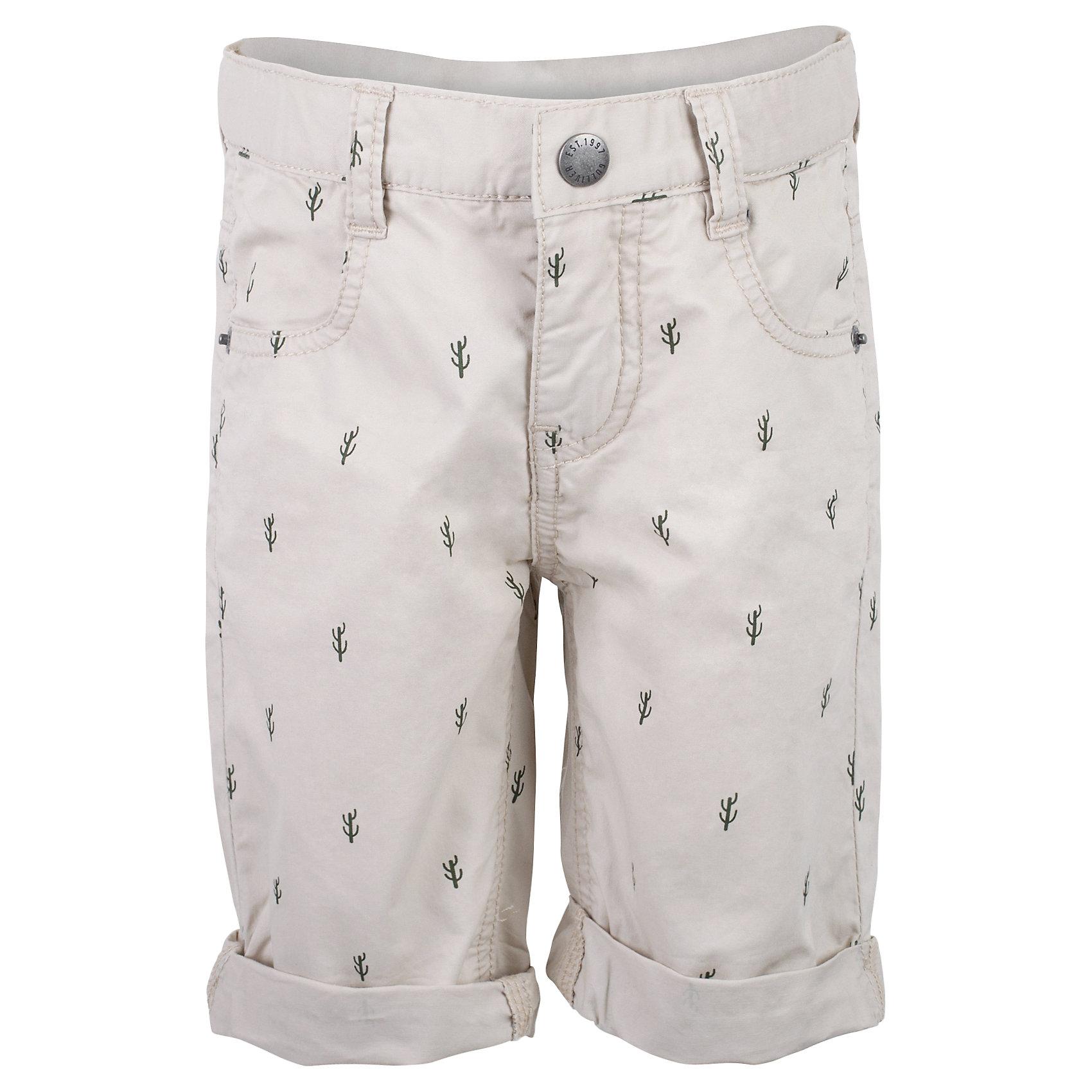 Шорты для мальчика GulliverШорты, бриджи, капри<br>Несмотря на то, что джинсовые шорты по-прежнему занимают в гардеробе ребенка лидирующее место, текстильные шорты для мальчика никто не отменял! Если хочется новизны и разнообразия, оригинальные бежевые шорты помогут создать прекрасный летний look. Модный мелкий рисунок из коллекции Аризона придает модели особый шарм. Бежевый цвет выглядит нарядно, благородно, изысканно! Если вы хотите купить детские шорты, которые подчеркнут стиль и индивидуальность вашего малыша, эти классные шорты для мальчика с фирменной брендированной фурнитурой - лучшее решение для модного лета!<br>Состав:<br>100% хлопок<br><br>Ширина мм: 191<br>Глубина мм: 10<br>Высота мм: 175<br>Вес г: 273<br>Цвет: бежевый<br>Возраст от месяцев: 36<br>Возраст до месяцев: 48<br>Пол: Мужской<br>Возраст: Детский<br>Размер: 104,98,116,110<br>SKU: 5483831