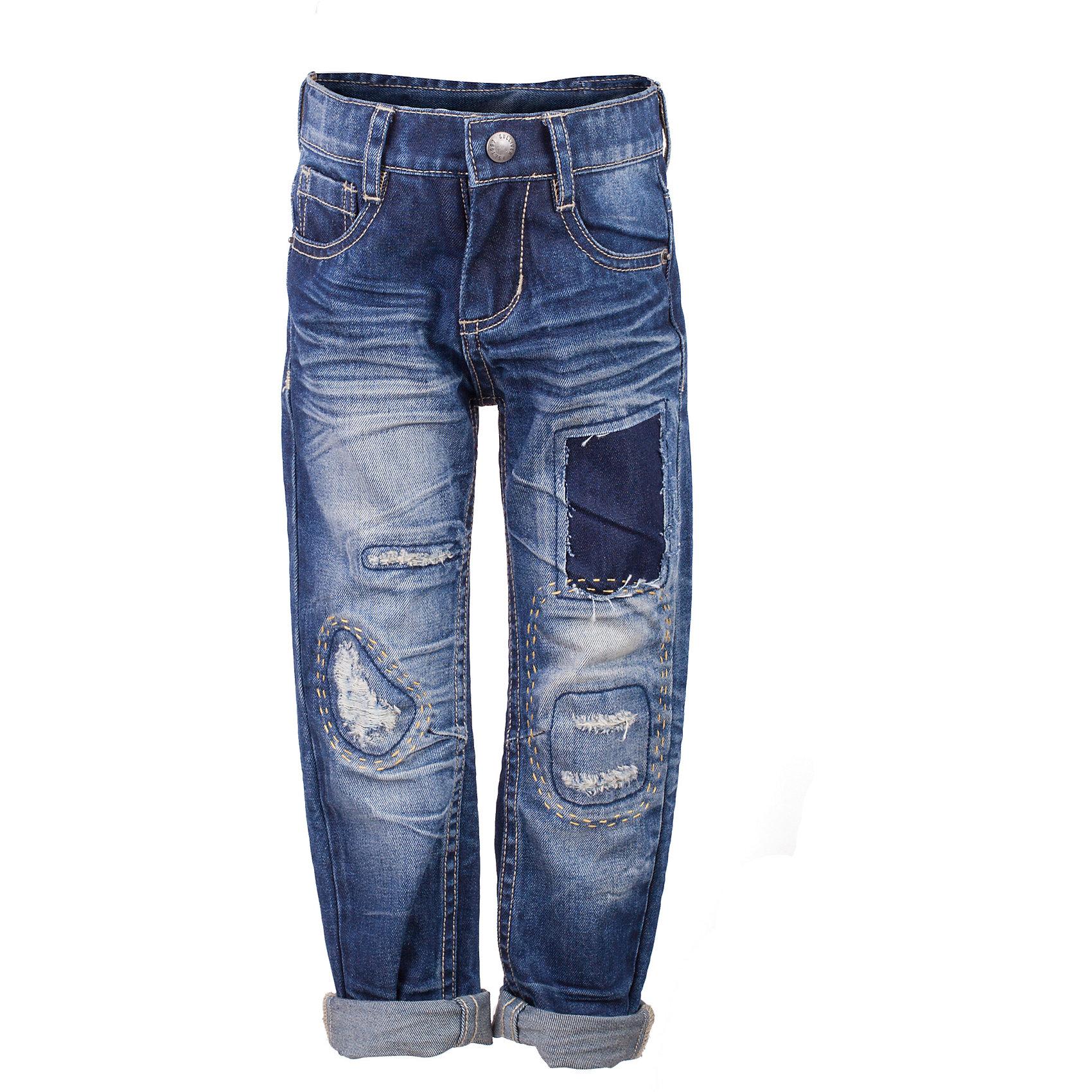 Джинсы для мальчика GulliverДжинсы<br>Модные джинсы для мальчика с актуальными потертостями, варкой и заплатками, пришитыми крупными ручными стежками, сделают образ юного джентльмена дерзким и современным! Плотные синие джинсы, ставшие классикой повседневного стиля - идеальный вариант для теплой весенней погоды. Удобные и практичные, джинсы из хлопка гарантируют комфорт и свободу движений. Если вы хотите купить оригинальные детские джинсы, которые подчеркнут стиль и индивидуальность вашего ребенка, эти классные джинсы - лучшее решение для весны и лета!<br>Состав:<br>100% хлопок<br><br>Ширина мм: 215<br>Глубина мм: 88<br>Высота мм: 191<br>Вес г: 336<br>Цвет: синий<br>Возраст от месяцев: 24<br>Возраст до месяцев: 36<br>Пол: Мужской<br>Возраст: Детский<br>Размер: 98,104,110,116<br>SKU: 5483836