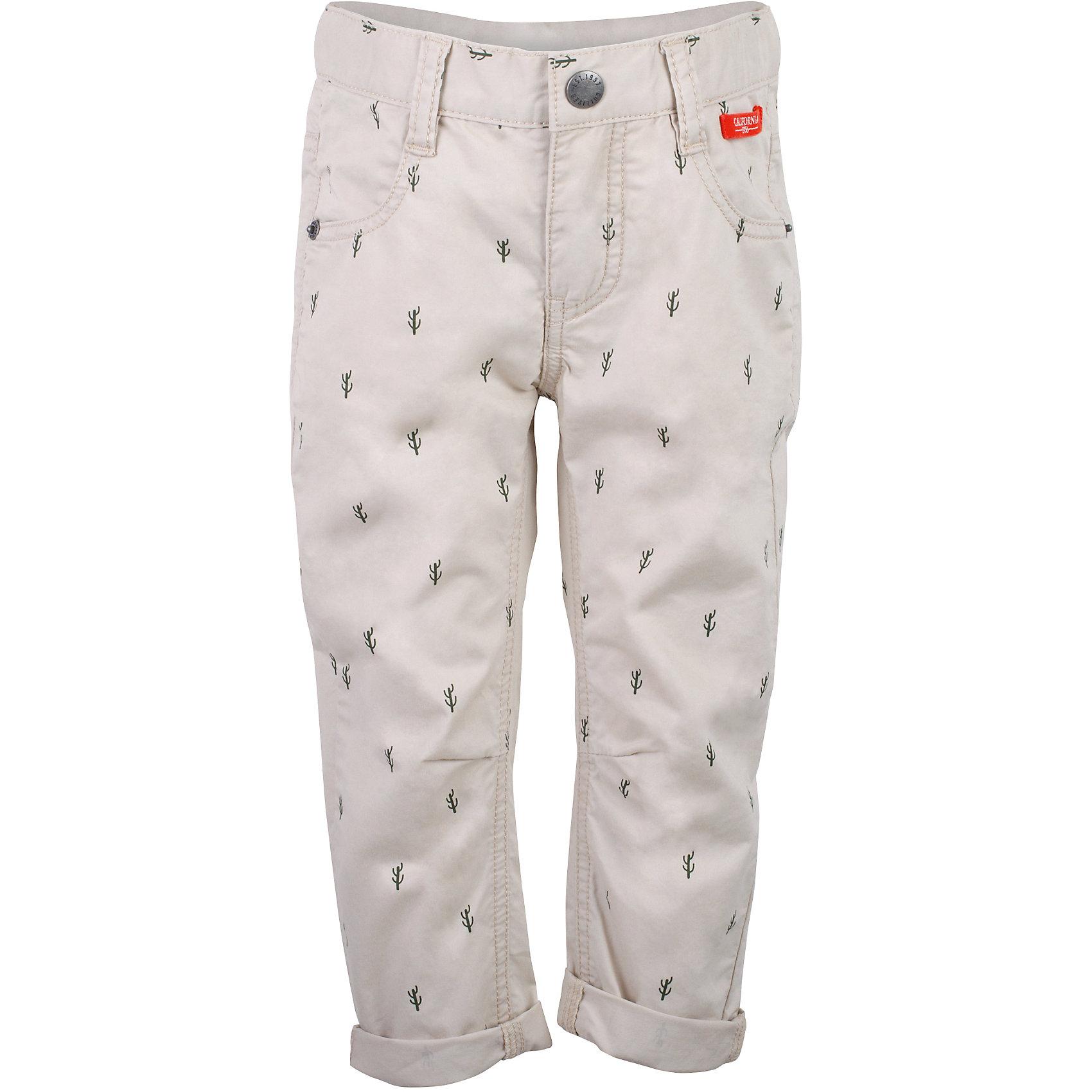 Брюки для мальчика GulliverБрюки<br>Несмотря на то, что джинсы по-прежнему занимают в гардеробе ребенка лидирующее место, текстильные брюки для мальчика никто не отменял! Везде, где джинсы неуместны или просто хочется разнообразия, оригинальные бежевые брюки  помогут создать прекрасный look. Модный мелкий рисунок из коллекции Аризона придает модели особый шарм. Бежевый цвет выглядит нарядно, благородно, изысканно! Если вы хотите купить детские брюки, которые подчеркнут стиль и индивидуальность вашего малыша, эти классные брюки для мальчика с фирменной брендированной фурнитурой - лучшее решение для модного лета!<br>Состав:<br>100% хлопок<br><br>Ширина мм: 215<br>Глубина мм: 88<br>Высота мм: 191<br>Вес г: 336<br>Цвет: бежевый<br>Возраст от месяцев: 24<br>Возраст до месяцев: 36<br>Пол: Мужской<br>Возраст: Детский<br>Размер: 98,104,110,116<br>SKU: 5483841