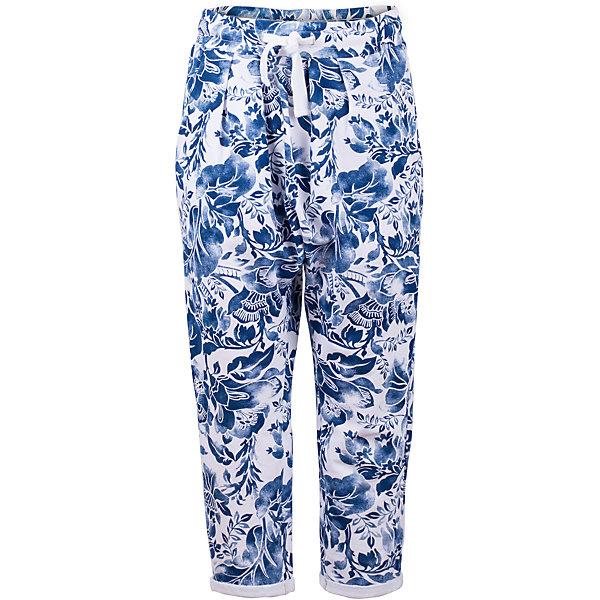 Брюки для девочки GulliverБрюки<br>Что может быть лучше трикотажных брюк? Только трикотажные брюки из яркого орнаментального футера! Оригинальный крой с заниженной линией слонки, свободная форма, пояс на резинке с утяжкой из мягкого шнура делают брюки очень удобными и комфортными. Если вы хотите купить стильные детские брюки с рисунком для прогулок, отдыха и домашнего времяпрепровождения, эта модель - отличный выбор!<br>Состав:<br>95% хлопок      5% эластан<br><br>Ширина мм: 215<br>Глубина мм: 88<br>Высота мм: 191<br>Вес г: 336<br>Цвет: белый<br>Возраст от месяцев: 72<br>Возраст до месяцев: 84<br>Пол: Женский<br>Возраст: Детский<br>Размер: 122,140,134,128<br>SKU: 5484031
