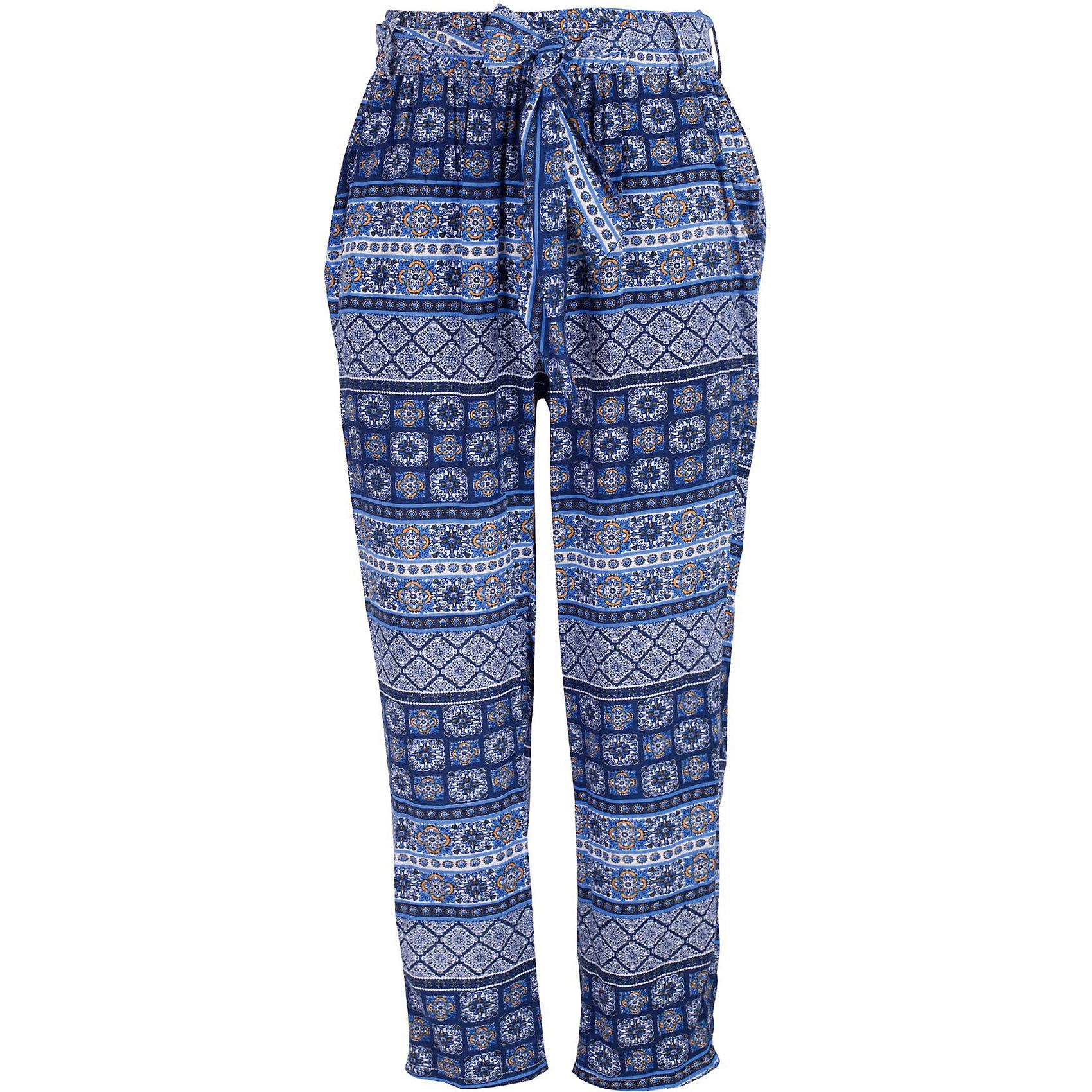 Брюки для девочки GulliverБрюки<br>Если вы решили купить модные брюки для девочки, выбор этой модели очевиден! Брюки из яркого орнаментального текстиля - идеальный вариант для теплой весны и жаркого лета. Актуальная форма, красивый силуэт, удобство и практичность делают эту модель заслуживающей высочайшей оценки! В ней все продумано до мелочей. Яркий позитивный рисунок создает отличное настроение, комфортный крой дарит легкость и свободу движений. Пояс на резинке отлично фиксирует брюки на талии ребенка, создавая комфорт и свободу движений.<br>Состав:<br>100% вискоза<br><br>Ширина мм: 215<br>Глубина мм: 88<br>Высота мм: 191<br>Вес г: 336<br>Цвет: разноцветный<br>Возраст от месяцев: 108<br>Возраст до месяцев: 120<br>Пол: Женский<br>Возраст: Детский<br>Размер: 140,134,128,122<br>SKU: 5484051