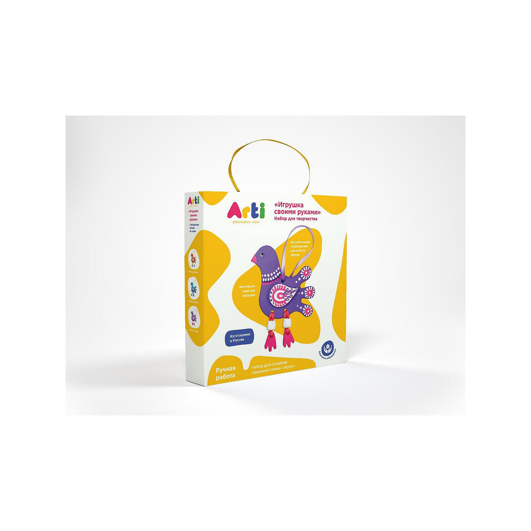 Набор для творчества Глиняная птичка АрчиНаборы для раскрашивания<br>Набор для творчества Глиняная птичка Арчи.<br><br>Характеристика: <br><br>• Возраст: от 3 лет<br>• Материал: глина, текстиль, краски, дерево, шерсть. <br>• Размер упаковки: 3х18х18 см. <br>• Комплектация: детали рыбки, акриловые краски, кисть, шерстяные нити, деревянная палочка для работы с нитями, ленточка для подвеса изделия.<br>• Объем 1 баночки с краской: 5 мл.<br>• Развивает моторику рук, мышление, внимание. фантазию, творческие способности. <br><br>С помощью этого замечательного набора ваш ребенок сможет создать яркую глиняную фигурку и раскрасить ее по своему вкусу. Все детали набора выполнены из высококачественных материалов. Доступная простая инструкция позволит детям самим сделать свою птичку Получившаяся фигурка обязательно украсит стену детской или же станет отличным подарком, сделанным своими руками. <br><br>Набор для творчества Глиняная птичка Арчи можно купить в нашем интернет-магазине.<br><br>Ширина мм: 180<br>Глубина мм: 180<br>Высота мм: 30<br>Вес г: 204<br>Возраст от месяцев: 36<br>Возраст до месяцев: 2147483647<br>Пол: Унисекс<br>Возраст: Детский<br>SKU: 5487925