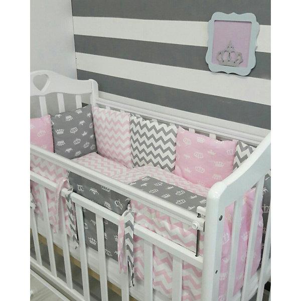 Постельное белье Короны, 3 пред.,by Twinz, розовыеПостельное белье в кроватку новорождённого<br>Характеристики:<br><br>• Вид домашнего текстиля: постельное белье<br>• Тип постельного белья по размерам: детское<br>• Пол: для девочки<br>• Материал: хлопок, 100% <br>• Цвет: белый, розовый<br>• Тематика рисунка: короны<br>• Комплектация: <br> пододеяльник на молнии 105*145 см – 1 шт. <br> простынь на резинке 125*65 см – 1 шт. <br> наволочка 36*46 см – 1 шт. <br>• Тип упаковки: книжка <br>• Вес в упаковке: 655 г<br>• Размеры упаковки (Д*Ш*В): 42*5*26 см<br>• Особенности ухода: машинная стирка при температуре 30 градусов без использования отбеливающих веществ<br><br>Постельное белье Короны, 3 пред., by Twinz, розовые изготовлено под отечественным торговым брендом, выпускающим текстиль и мебель из натуральных материалов для новорожденных и детей. Комплект состоит из трех предметов: пододеяльника, простыни и наволочки. <br><br>Размер изделий подходит для деткских кроваток классических моделей размером 100*60 см и 125*65 см. Комплект выполнен из 100% хлопка, который обладает мягкостью, гигроскопичностью, гипоаллергенностью. Тщательно выполненные швы на изделиях обеспечивают постельному белью прочность и длительный срок службы. <br><br>Простынь за счет резинок хорошо фиксируется на матрасике, что препятствует ее сползанию и сбиванию даже во время беспокойного сна. Постельное белье выполнено в стильном дизайне с оригинальным рисунком: на розовый фон нанесен принт из корон белого цвета. Постельное белье Короны, 3 пред., by Twinz, розовые подарит вашему малышу спокойный и крепкий сон и создаст яркий неповторимый образ детской кроватки!<br><br>Постельное белье Короны, 3 пред., by Twinz, розовые можно купить в нашем интернет-магазине.<br><br>Ширина мм: 420<br>Глубина мм: 260<br>Высота мм: 50<br>Вес г: 655<br>Возраст от месяцев: 0<br>Возраст до месяцев: 36<br>Пол: Женский<br>Возраст: Детский<br>SKU: 5491505