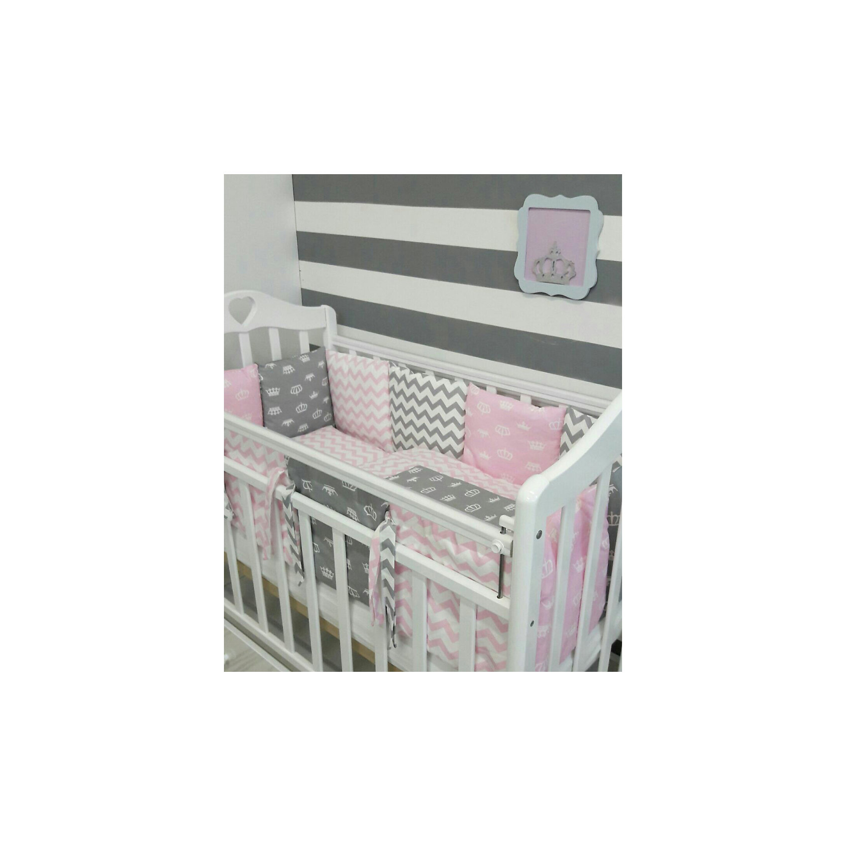 Постельное белье Короны 6 пред., by Twinz, розовыйПостельное бельё<br>Характеристики:<br><br>• Вид домашнего текстиля: постельное белье<br>• Тип постельного белья по размерам: детское<br>• Пол: для девочки<br>• Материал: сатин, 100% <br>• Наполнитель одеяла и подушки: холофайбер, 100% (лебяжий пух)<br>• Цвет: белый, розовый, серый<br>• Тематика рисунка: короны, геометрия<br>• Комплектация: <br> бортики-подушки 59*44 см – 6 шт.<br> наволочки на бортики 60*45 см – 6 шт.<br> пододеяльник 105*145 см – 1 шт. <br> одеяло 100*140 см – 1 шт. <br> простынь на резинке 125*65 см – 1 шт. <br> подушка 35*45 см – 1 шт. <br> наволочка 36*46 см – 1 шт. <br>• Сособ крепления бортиков ук кроватке: завязки<br>• Съемные наволочки у бортиков на молнии <br>• Вес в упаковке: 3 кг<br>• Размеры упаковки (Д*Ш*В): 58*18*58 см<br>• Особенности ухода: машинная стирка при температуре 30 градусов без использования отбеливающих веществ<br><br>Постельное белье Короны 6 пред., by Twinz, розовый изготовлено под отечественным торговым брендом, выпускающим текстиль и мебель из натуральных материалов для новорожденных и детей. Комплект состоит из шести предметов: одеяла, подушки, пододеяльника, простыни, наволочки и комплекта бортиков. <br><br>Размер изделий подходит для деткских кроваток классических моделей размером 100*60 см и 125*65 см. Комплект выполнен из сатина, который обладает мягкостью, гигроскопичностью, гипоаллергенностью, прочностью полотна и яркостью расцветок. Тщательно выполненные внутренние швы на изделиях обеспечивают постельному белью длительный срок службы и защиту от деформации даже при частых стирках. Для одеяла, подушки и бортиков использован экологически безопасный и не вызывающий аллергии искусственное волокно – холлофайбер. <br><br>Комплект бортиков состоит из 6-ти подушек с наволочками на молниях. Подушки фиксируются к кроватке с помощью завязок. Простынь за счет резинок хорошо фиксируется на матрасике, что препятствует ее сползанию и сбиванию даже во время беспокойного сна. П