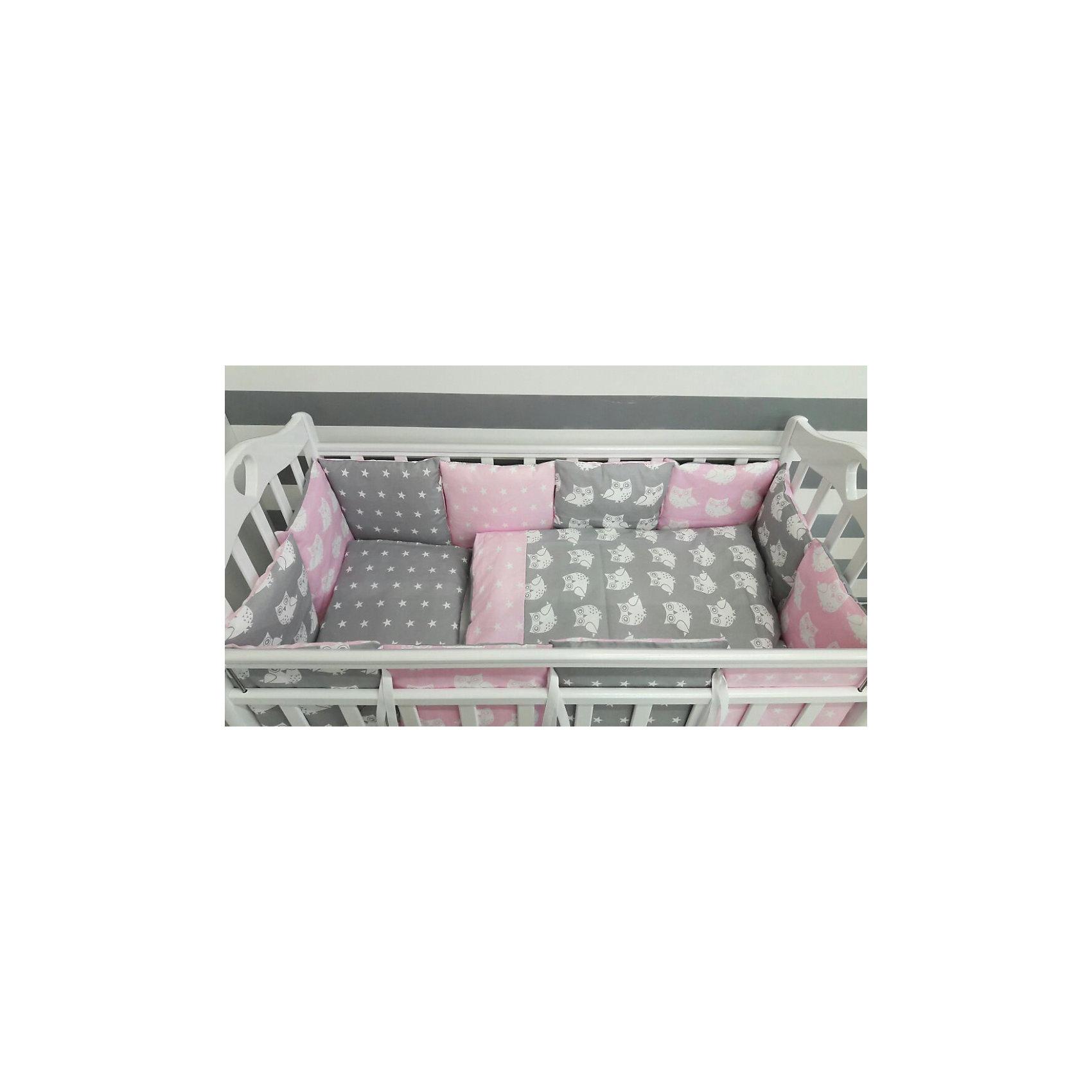 Постельное белье Совы 6 пред., by Twinz, розовыйПостельное бельё<br>Характеристики:<br><br>• Вид домашнего текстиля: постельное белье<br>• Тип постельного белья по размерам: детское<br>• Пол: для девочки<br>• Материал: сатин, 100% <br>• Наполнитель одеяла и подушки: холофайбер, 100% (лебяжий пух)<br>• Цвет: белый, розовый, серый<br>• Тематика рисунка: совы, звездочки<br>• Комплектация: <br> бортики-подушки 59*44 см – 6 шт.<br> наволочки на бортики 60*45 см – 6 шт.<br> пододеяльник 105*145 см – 1 шт. <br> одеяло 100*140 см – 1 шт. <br> простынь на резинке 125*65 см – 1 шт. <br> подушка 35*45 см – 1 шт. <br> наволочка 36*46 см – 1 шт. <br>• Сособ крепления бортиков ук кроватке: завязки<br>• Съемные наволочки у бортиков на молнии <br>• Вес в упаковке: 3 кг<br>• Размеры упаковки (Д*Ш*В): 58*18*58 см<br>• Особенности ухода: машинная стирка при температуре 30 градусов без использования отбеливающих веществ<br><br>Постельное белье Совята 6 пред., by Twinz, розовый изготовлено под отечественным торговым брендом, выпускающим текстиль и мебель из натуральных материалов для новорожденных и детей. Комплект состоит из шести предметов: одеяла, подушки, пододеяльника, простыни, наволочки и комплекта бортиков. <br><br>Размер изделий подходит для деткских кроваток классических моделей размером 100*60 см и 125*65 см. Комплект выполнен из сатина, который обладает мягкостью, гигроскопичностью, гипоаллергенностью, прочностью полотна и яркостью расцветок. Тщательно выполненные внутренние швы на изделиях обеспечивают постельному белью длительный срок службы и защиту от деформации даже при частых стирках. Для одеяла, подушки и бортиков использован экологически безопасный и не вызывающий аллергии искусственное волокно – холлофайбер. <br><br>Комплект бортиков состоит из 6-ти подушек с наволочками на молниях. Подушки фиксируются к кроватке с помощью завязок. Простынь за счет резинок хорошо фиксируется на матрасике, что препятствует ее сползанию и сбиванию даже во время беспокойного сна. Посте