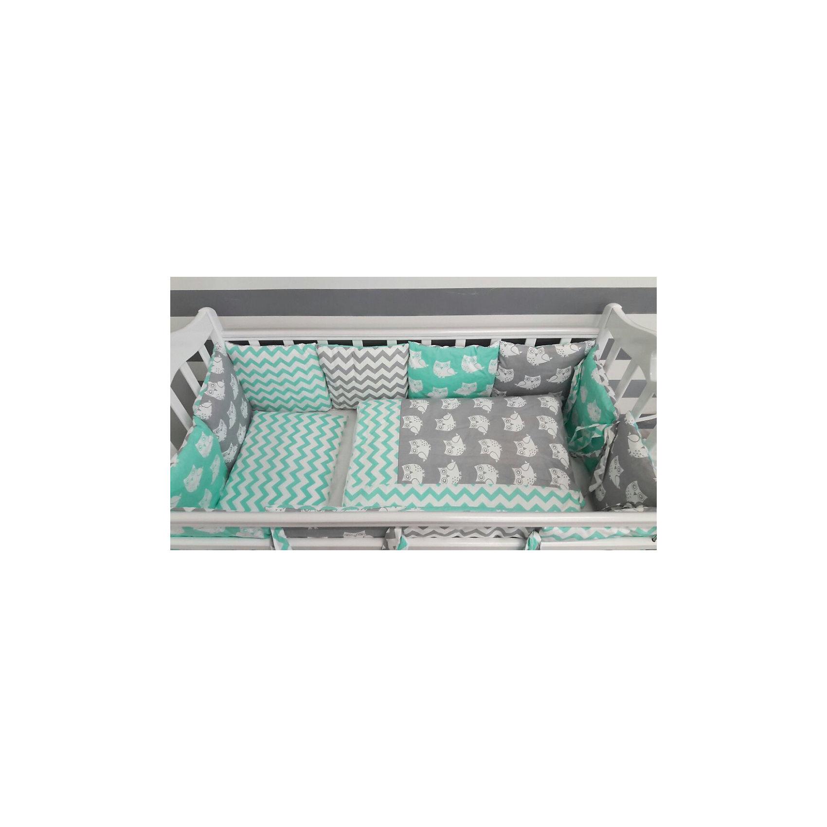 Постельное белье Совы 6 пред., by Twinz, мятныйПостельное бельё<br>Характеристики:<br><br>• Вид домашнего текстиля: постельное белье<br>• Тип постельного белья по размерам: детское<br>• Пол: универсальный<br>• Материал: сатин, 100% <br>• Наполнитель одеяла и подушки: холофайбер, 100% (лебяжий пух)<br>• Цвет: белый, мятный, серый<br>• Тематика рисунка: совы, звездочки<br>• Комплектация: <br> бортики-подушки 59*44 см – 6 шт.<br> наволочки на бортики 60*45 см – 6 шт.<br> пододеяльник 105*145 см – 1 шт. <br> одеяло 100*140 см – 1 шт. <br> простынь на резинке 125*65 см – 1 шт. <br> подушка 35*45 см – 1 шт. <br> наволочка 36*46 см – 1 шт. <br>• Сособ крепления бортиков ук кроватке: завязки<br>• Съемные наволочки у бортиков на молнии <br>• Вес в упаковке: 3 кг<br>• Размеры упаковки (Д*Ш*В): 58*18*58 см<br>• Особенности ухода: машинная стирка при температуре 30 градусов без использования отбеливающих веществ<br><br>Постельное белье Совята 6 пред., by Twinz, мятный изготовлено под отечественным торговым брендом, выпускающим текстиль и мебель из натуральных материалов для новорожденных и детей. Комплект состоит из шести предметов: одеяла, подушки, пододеяльника, простыни, наволочки и комплекта бортиков. <br><br>Размер изделий подходит для деткских кроваток классических моделей размером 100*60 см и 125*65 см. Комплект выполнен из сатина, который обладает мягкостью, гигроскопичностью, гипоаллергенностью, прочностью полотна и яркостью расцветок. Тщательно выполненные внутренние швы на изделиях обеспечивают постельному белью длительный срок службы и защиту от деформации даже при частых стирках. Для одеяла, подушки и бортиков использован экологически безопасный и не вызывающий аллергии искусственное волокно – холлофайбер. <br><br>Комплект бортиков состоит из 6-ти подушек с наволочками на молниях. Подушки фиксируются к кроватке с помощью завязок. Простынь за счет резинок хорошо фиксируется на матрасике, что препятствует ее сползанию и сбиванию даже во время беспокойного сна. Постел