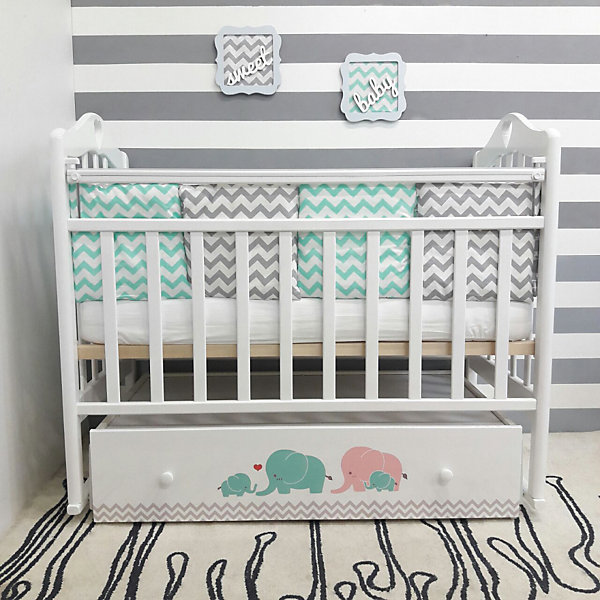 Кроватка Мэри, by Twinz, бирюза/розовыйДетские кроватки<br>Характеристики:<br><br>• Вид детской мебели: кроватка<br>• Возраст: от 0 месяцев<br>• Пол: для девочки<br>• Размеры кроватки (Д*Ш*В): 125*68*100 см<br>• Тематика рисунка: слоники<br>• Цвет: розовый, бирюзовый, белый <br>• Материал: массив березы<br>• Наличие поперечного маятника<br>• Два уровня положения подматрасника<br>• Передняя стенка опускается <br>• Наличие закрытого ящика <br>• Размеры упаковки (Д*Ш*В): 124*14,5*74,5 см<br>• Вес: 35 кг <br>• Особенности ухода: допускается сухая и влажная чистка<br><br>Кроватка Мэр, by Twinz, бирюза/розовый изготовлена отечественным торговым брендом, выпускающим текстиль и мебель из натуральных материалов для новорожденных и детей. <br><br>Технология производства детской мебели и материалы, используемые при ее изготовлении, отвечают международным и отечественным требованиям безопасности. Массив березы, из которого изготовлена кроватка, окрашен нетоксичными и гипоаллергенными красками и обработан лаком. Кроватка оснащена поперечным маятником, что создает естественные условия для мягкого укачивания малыша. <br><br>Реечный подматрасник имеет ортопедическую форму, передняя стенка при нажатии на кнопки сбоку плавно и бесшумно опускается. В комплекте предусмотрен вместительный закрытый ящик, в котором можно хранить белье или игрушки. Ящик декорирован брендовым рисунком: бирюзово-розовые слоны придают мебели особую изысканность и оригинальность. <br><br>Кроватку Мэри, by Twinz, бирюза/розовый можно купить в нашем интернет-магазине.<br>Ширина мм: 1240; Глубина мм: 745; Высота мм: 145; Вес г: 35000; Возраст от месяцев: 0; Возраст до месяцев: 36; Пол: Женский; Возраст: Детский; SKU: 5491523;