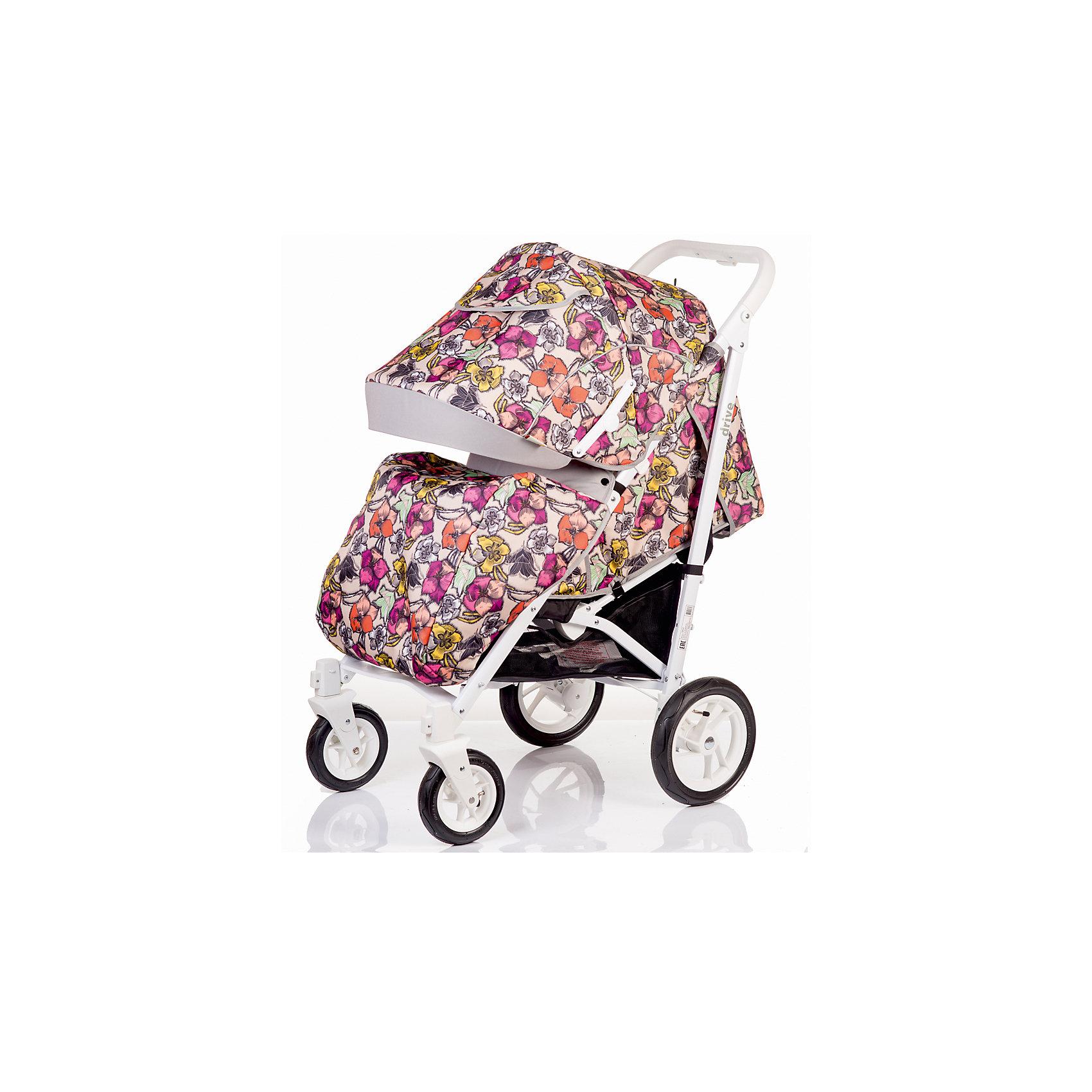 Прогулочная коляска BabyHit DRIVE-FLOWERS, цветы, белая рамаПрогулочные коляски<br>Характеристики коляски<br><br>Прогулочный блок:<br><br>• спинка опускается почти до положения лежа, угол наклона 160 градусов;<br>• регулируемая подножка, 2 положения;<br>• съемный защитный бампер, мягкий паховый ограничитель;<br>• капюшон «батискаф», опускается почти до бампера;<br>• на капюшоне имеется сетчатое смотровое окошко под клапаном, карман для мелочей;<br>• материал: пластик, полиэстер;<br>• длина спального места: 80 см;<br>• ширина сиденья: 36 см;<br>• глубина сиденья: 24 см;<br>• высота спинки: 46 см.<br><br>Рама коляски:<br><br>• надувные колеса, разный диаметр на передней и задней оси;<br>• передние поворотные колеса с фиксацией;<br>• наличие амортизаторов;<br>• тип тормоза: ножной;<br>• тип складывания: трость, фиксатор от раскладывания, ручка для переноски коляски;<br>• коляска складывается вместе с прогулочным блоком;<br>• материал: алюминий, пластик, колеса – ПВХ;<br>• диаметр колес: 18 см, 25 см.<br><br>Размер коляски: 105х85х56 см<br>Размер коляски в разложенном виде: 110х36х38 см<br>Вес коляски: 10,5 кг<br>Размер упаковки: 94х30х21 см<br>Вес в упаковке: 12,6 кг<br><br>Дополнительная комплектация:<br><br>• чехол на ножки;<br>• дождевик;<br>• москитная сетка;<br>• корзина для покупок;<br>• насос;<br>• инструкция.<br><br>Прогулочную коляску DRIVE-FLOWERS, Babyhit, цветы, белая рама можно купить в нашем интернет-магазине.<br><br>Ширина мм: 300<br>Глубина мм: 210<br>Высота мм: 940<br>Вес г: 12600<br>Возраст от месяцев: 7<br>Возраст до месяцев: 36<br>Пол: Унисекс<br>Возраст: Детский<br>SKU: 5500289