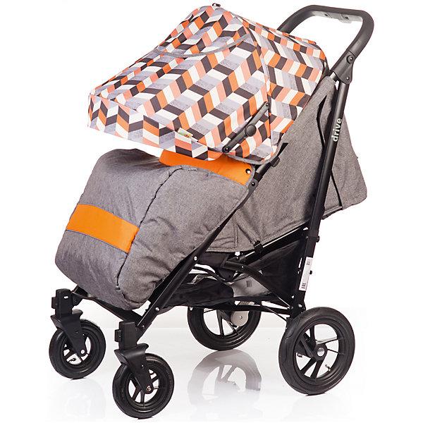 Прогулочная коляска BabyHit DRIVE, серо-оранжеваяПрогулочные коляски<br>Характеристики коляски<br><br>Прогулочный блок:<br><br>• спинка опускается почти до положения лежа, угол наклона 160 градусов;<br>• регулируемая подножка, 2 положения;<br>• съемный защитный бампер, мягкий паховый ограничитель;<br>• капюшон «батискаф», опускается почти до бампера;<br>• на капюшоне имеется сетчатое смотровое окошко под клапаном, карман для мелочей;<br>• материал: пластик, полиэстер;<br>• длина спального места: 80 см;<br>• ширина сиденья: 36 см;<br>• глубина сиденья: 24 см;<br>• высота спинки: 46 см.<br><br>Рама коляски:<br><br>• надувные колеса, разный диаметр на передней и задней оси;<br>• передние поворотные колеса с фиксацией;<br>• наличие амортизаторов;<br>• тип тормоза: ножной;<br>• тип складывания: трость, фиксатор от раскладывания, ручка для переноски коляски;<br>• коляска складывается вместе с прогулочным блоком;<br>• материал: алюминий, пластик, колеса – ПВХ;<br>• диаметр колес: 18 см, 25 см.<br><br>Размер коляски: 105х85х56 см<br>Размер коляски в разложенном виде: 110х36х38 см<br>Вес коляски: 10,5 кг<br>Размер упаковки: 94х30х21 см<br>Вес в упаковке: 12,6 кг<br><br>Дополнительная комплектация:<br><br>• чехол на ножки;<br>• дождевик;<br>• москитная сетка;<br>• корзина для покупок;<br>• насос;<br>• инструкция.<br><br>Прогулочную коляску DRIVE, Babyhit, серо-оранжевую можно купить в нашем интернет-магазине.<br><br>Ширина мм: 300<br>Глубина мм: 210<br>Высота мм: 940<br>Вес г: 12600<br>Возраст от месяцев: 7<br>Возраст до месяцев: 36<br>Пол: Унисекс<br>Возраст: Детский<br>SKU: 5500290