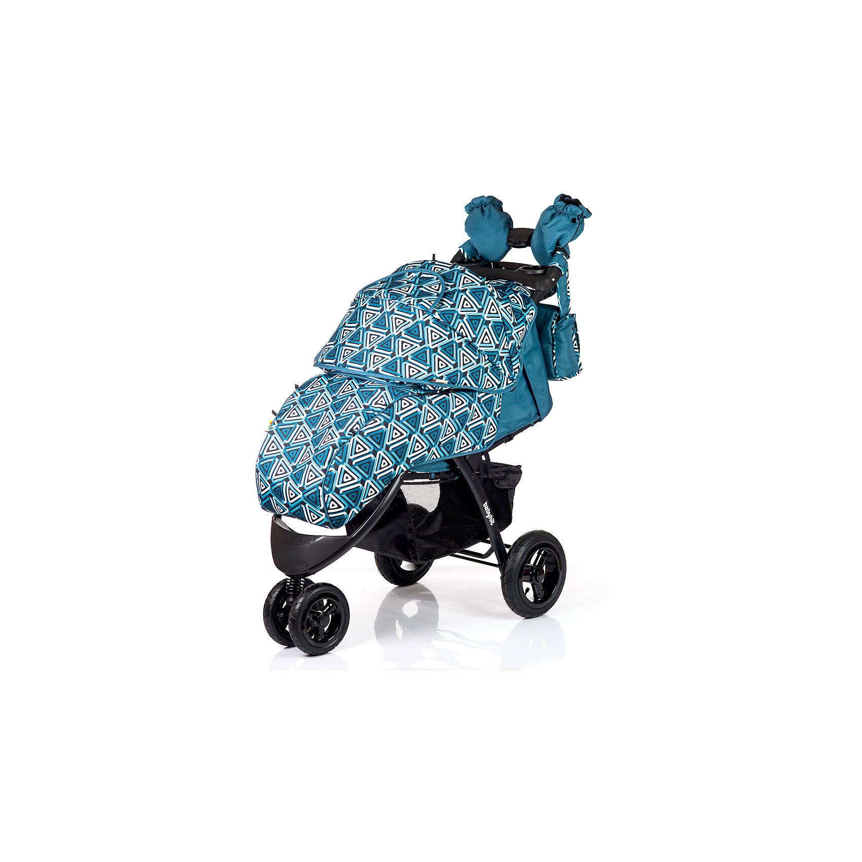 Прогулочная коляска BabyHit VOYAGE AIR, синийПрогулочные коляски<br>Характеристики коляски<br><br>Прогулочный блок:<br><br>• горизонтальное положение спинки, угол наклона 170 градусов;<br>• подножка регулируется и удлиняет спальное место;<br>• 5-ти точечные ремни безопасности;<br>• съемный защитный бампер с паховым ограничителем;<br>• столик с подстаканниками и бардачком на ручке;<br>• капюшон-батискаф, опускается до бамера;<br>• калюшон оснащен солнцезащитным козырьком и смотровым окошком;<br>• пластиковая подножка для подросшего малыша;<br>• материал: пластик, полиэстер;<br>• длина спального места: 89 см;<br>• ширина сиденья: 34 см<br>• высота спинки: 40 см;<br>• глубина сиденья: 25 см.<br><br>Рама коляски:<br><br>• коляска складывается вместе с прогулочным блоком по типу книжки;<br>• легко складывается одной рукой;<br>• коляска в сложенном виде стоит в вертикальном положении;<br>• имеется корзина для покупок;<br>• 3-х колесная коляска;<br>• колеса надувные;<br>• плавающее переднее колесо с фиксаторами;<br>• задние надувные колеса;<br>• диаметр колес: 19,5 см, 26 см;<br>• материал колес: псевдорезина;<br>• материал рамы: алюминий.<br><br>Размер коляски: 103х57х108 см<br>Размер коляски в сложенном виде: 100х57х34 см<br>Вес коляски: 13,1 кг<br>Размер упаковки: 51х48х30 см<br>Вес в упаковке: 16,8 кг<br><br>Дополнительные аксессуары, входящие в комплект:<br><br>• чехол на ножки;<br>• дождевик;<br>• москитная сетка;<br>• сумка для мамы;<br>• муфта для рук;<br>• инструкция.<br><br>Прогулочную коляску VOYAGE AIR, Babyhit, синюю можно купить в нашем интернет-магазине.<br><br>Ширина мм: 480<br>Глубина мм: 300<br>Высота мм: 510<br>Вес г: 16850<br>Возраст от месяцев: 7<br>Возраст до месяцев: 36<br>Пол: Унисекс<br>Возраст: Детский<br>SKU: 5500321