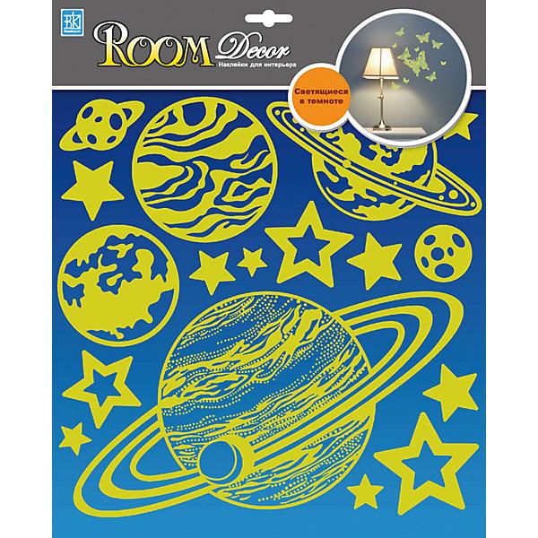 Наклейка Планеты светящиеся V RDA8301/8303, Room DecorДетские предметы интерьера<br>Характеристики:<br><br>• Предназначение: декор комнаты<br>• Тематика наклеек: космос<br>• Материал: картон, ПВХ<br>• Комплектация: 17 элементов<br>• Светятся в темноте<br>• Клейкая поверхность крепится на окрашенные стены, обои, двери, деревянные панели, стекло<br>• Не повреждают поверхность<br>• Устойчивы к выцветанию и истиранию<br>• Повышенные влагостойкие свойства<br>• Размеры (Д*Ш*В): 30,5*7*30,5 см<br>• Вес: 40 г<br>• Упаковка: блистер<br><br>Все наклейки выполнены из безопасного и нетоксичного материала – ПВХ. Прочная клеевая основа обеспечивает надежное прикрепление практически к любому виду горизонтальной или вертикальной поверхности, при этом не деформируя и не повреждая ее. Наклейки обладают влагоустойчивыми свойствами, поэтому они хорошо переносят влажную уборку.<br> <br>Наклейка Планеты светящиеся V RDA8301/8303, Room Decor состоит из набора, в который входят 17 элементов с изображением планет и звезд. Изображения выполнены из абсолютно безопасных и гипоаллергенных материалов. <br><br>Наклейку Планеты светящиеся V RDA8301/8303, Room Decor можно купить в нашем интернет-магазине.<br><br>Ширина мм: 305<br>Глубина мм: 70<br>Высота мм: 305<br>Вес г: 40<br>Возраст от месяцев: 36<br>Возраст до месяцев: 168<br>Пол: Унисекс<br>Возраст: Детский<br>SKU: 5513029