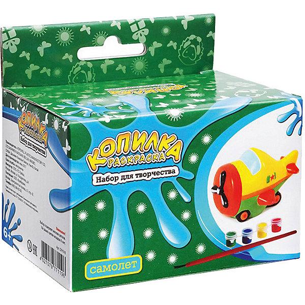 Копилка-раскраска СамолетикНаборы для раскрашивания<br>Копилка-раскраска Самолетик.<br><br>Характеристики:<br><br>• Для детей в возрасте: от 6 лет<br>• В комплекте: копилка для раскрашивания из пластика, акриловые краски 4 цветов (зеленый, синий, красный, желтый), кисточка<br>• Инструкция на упаковке на русском языке<br>• Упаковка: цветная картонная коробка с европодвесом<br>• Размер упаковки: 10,5 x 10 x 6,5 см.<br>• Вес: 120 гр.<br><br>Копилка хорошо детализирована. Чтобы аккуратно ее раскрасить, понадобится приложить немало усилий, но это стоит того. Таблица смешения цветов, предложенная на упаковке, поможет определиться с выбором цветовой гаммы. Когда краска высохнет, ребенок будет рад использовать свой шедевр и учиться обращаться с деньгами. В верхней части копилки имеется прорезь для монет, а в нижней – отверстие, закрытое крышкой, через которое монетки легко можно достать в любой момент.<br><br>Копилку-раскраску Самолетик можно купить в нашем интернет-магазине.<br>Ширина мм: 115; Глубина мм: 105; Высота мм: 800; Вес г: 145; Возраст от месяцев: 72; Возраст до месяцев: 2147483647; Пол: Мужской; Возраст: Детский; SKU: 5515571;