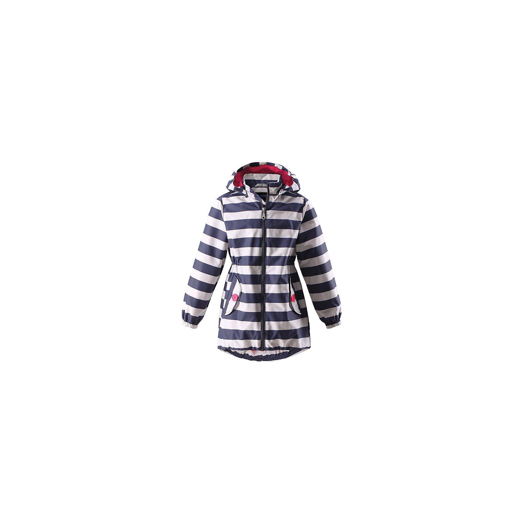 Куртка для девочки LassieОдежда<br>Характеристики товара:<br><br>• цвет: синий в полоску<br>• сезон: демисезон<br>• температурный режим: +10 до +20<br>• состав: 100% полиэстер, полиуретановое покрытие<br>• водоотталкивающий, ветронепроницаемый и «дышащий» материал<br>• подкладка: гладкий полиэстер<br>• обхват талии регулируется<br>• карманы <br>• отстегивающийся капюшон<br>• молния<br>• эластичная кромка подола<br>• эластичные манжеты<br>• без утеплителя<br>• страна производства: Китай<br>• страна бренда: Финляндия<br><br>Демисезонная куртка поможет обеспечить ребенку комфорт и тепло. <br><br>Материал - водоотталкивающий, ветронепроницаемый и «дышащий». <br><br>Обувь и одежда от финского бренда LASSIE by Reima пользуются популярностью во многих странах. Они стильные, качественные и удобные. <br><br>Порадуйте ребенка модными и красивыми вещами от Lassie®! <br><br>Куртку для девочки от финского бренда LASSIE  можно купить в нашем интернет-магазине.<br><br>Ширина мм: 356<br>Глубина мм: 10<br>Высота мм: 245<br>Вес г: 519<br>Цвет: синий<br>Возраст от месяцев: 48<br>Возраст до месяцев: 60<br>Пол: Женский<br>Возраст: Детский<br>Размер: 110,140,92,98,104,116,122,128,134<br>SKU: 5520821