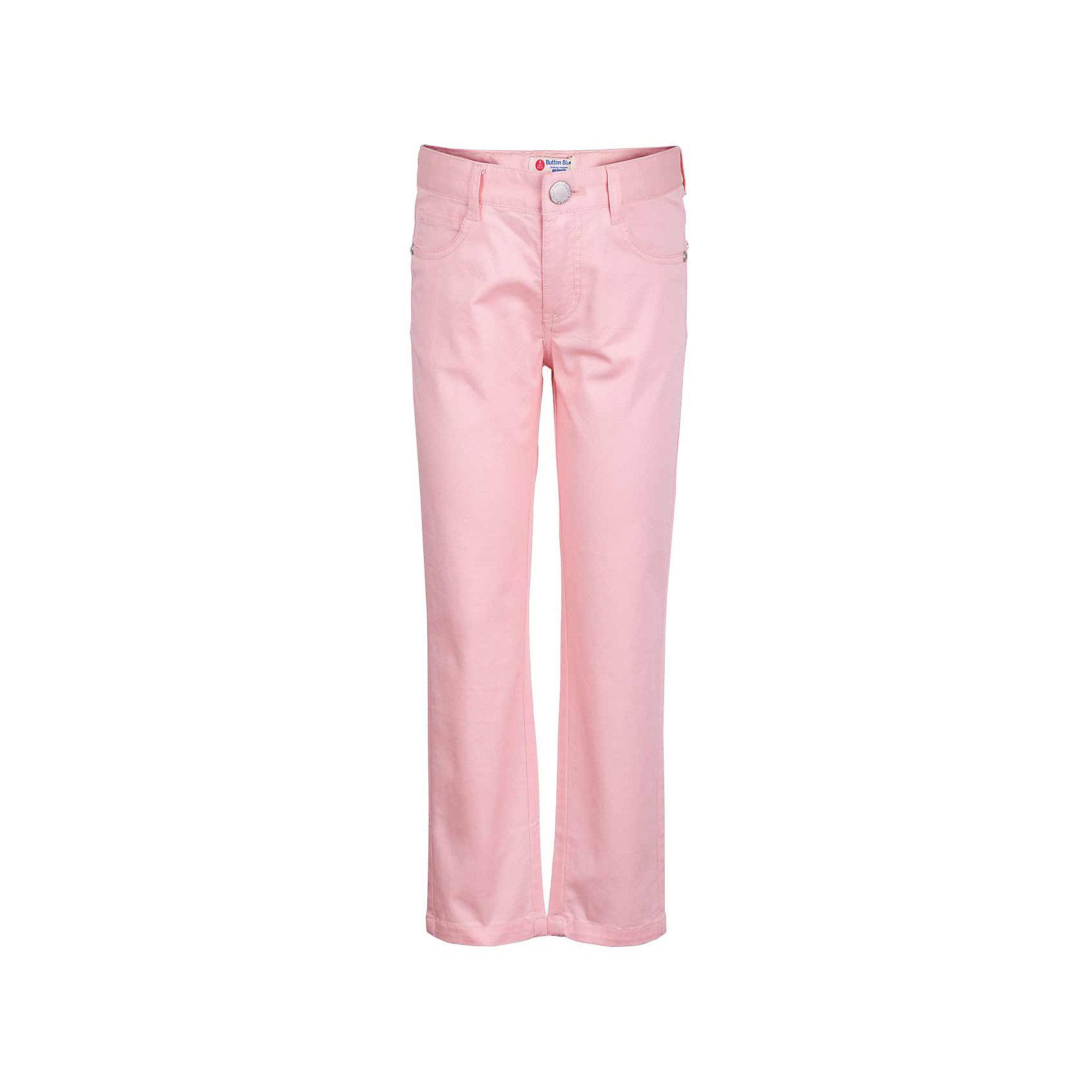 Брюки для девочки  BUTTON BLUEБрюки<br>Брюки для девочки  BUTTON BLUE<br>Яркие брюки - залог стильного образа для каждого дня лета. Отличные брюки по доступной цене гарантируют прекрасный внешний вид, комфорт и свободу движений. В компании с любой майкой, футболкой, джемпером брюки составят достойный летний комплект. Если вы хотите купить недорогие детские брюки, не сомневаясь в их качестве, высоких потребительских свойствах и соответствии модным трендам, брюки от Button Blue - отличный вариант!<br>Состав:<br>97% хлопок 3% эластан<br><br>Ширина мм: 215<br>Глубина мм: 88<br>Высота мм: 191<br>Вес г: 336<br>Цвет: розовый<br>Возраст от месяцев: 144<br>Возраст до месяцев: 156<br>Пол: Женский<br>Возраст: Детский<br>Размер: 158,98,104,110,116,122,128,134,140,146,152<br>SKU: 5523646