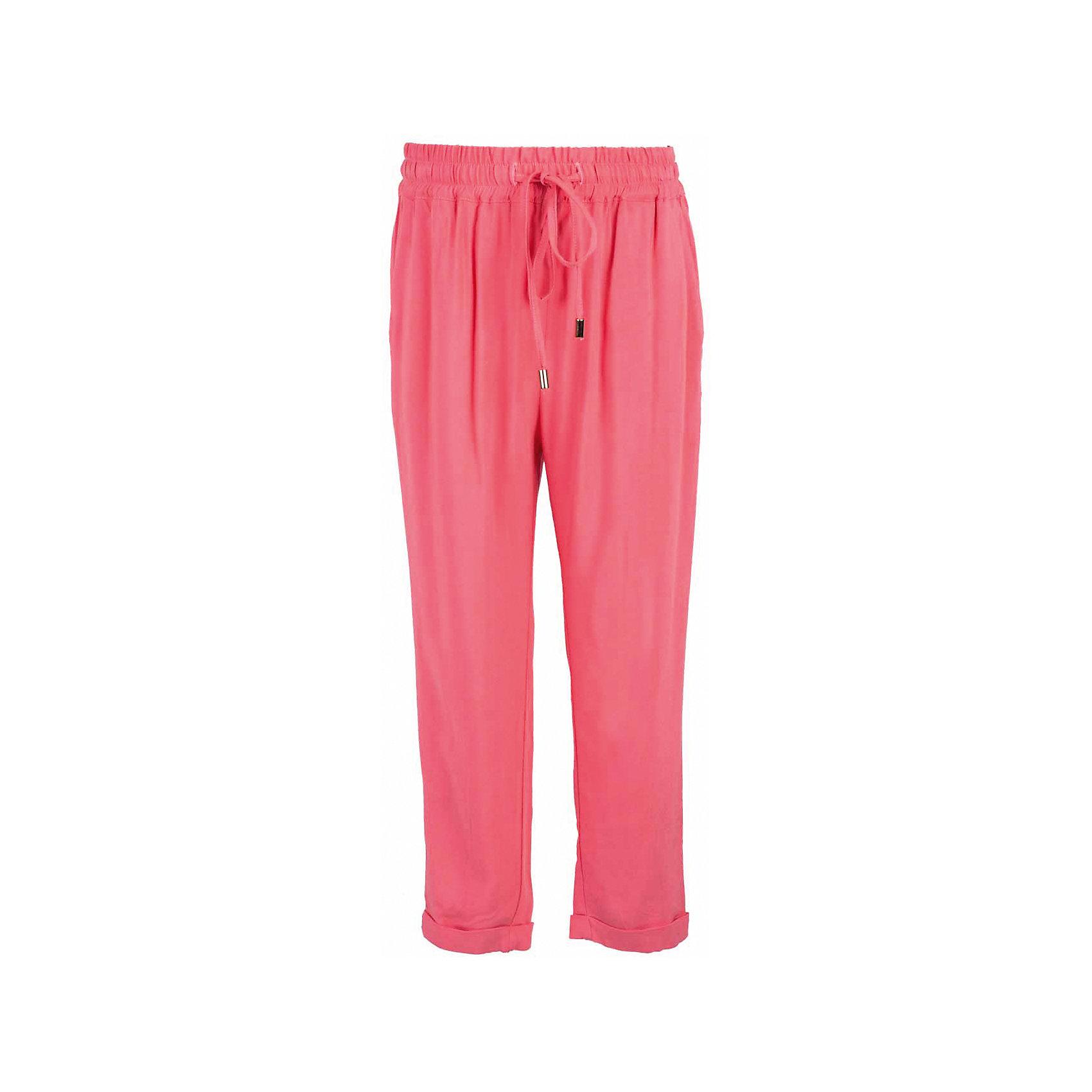 Брюки для девочки  BUTTON BLUEБрюки<br>Брюки для девочки  BUTTON BLUE<br>Тонкие свободные брюки - залог стильного и комфортного образа для каждого дня жаркого лета. Отличные брюки по доступной цене гарантируют прекрасный внешний вид, удобство и свободу движений. В компании с любой майкой, футболкой, топом брюки составят достойный летний комплект. Если вы хотите купить недорогие детские брюки, не сомневаясь в их качестве, высоких потребительских свойствах и соответствии модным трендам, брюки от Button Blue - лучший вариант!<br>Состав:<br>100%  вискоза<br><br>Ширина мм: 215<br>Глубина мм: 88<br>Высота мм: 191<br>Вес г: 336<br>Цвет: коралловый<br>Возраст от месяцев: 120<br>Возраст до месяцев: 132<br>Пол: Женский<br>Возраст: Детский<br>Размер: 146,98,104,110,116,122,152,128,134,140,158<br>SKU: 5523658