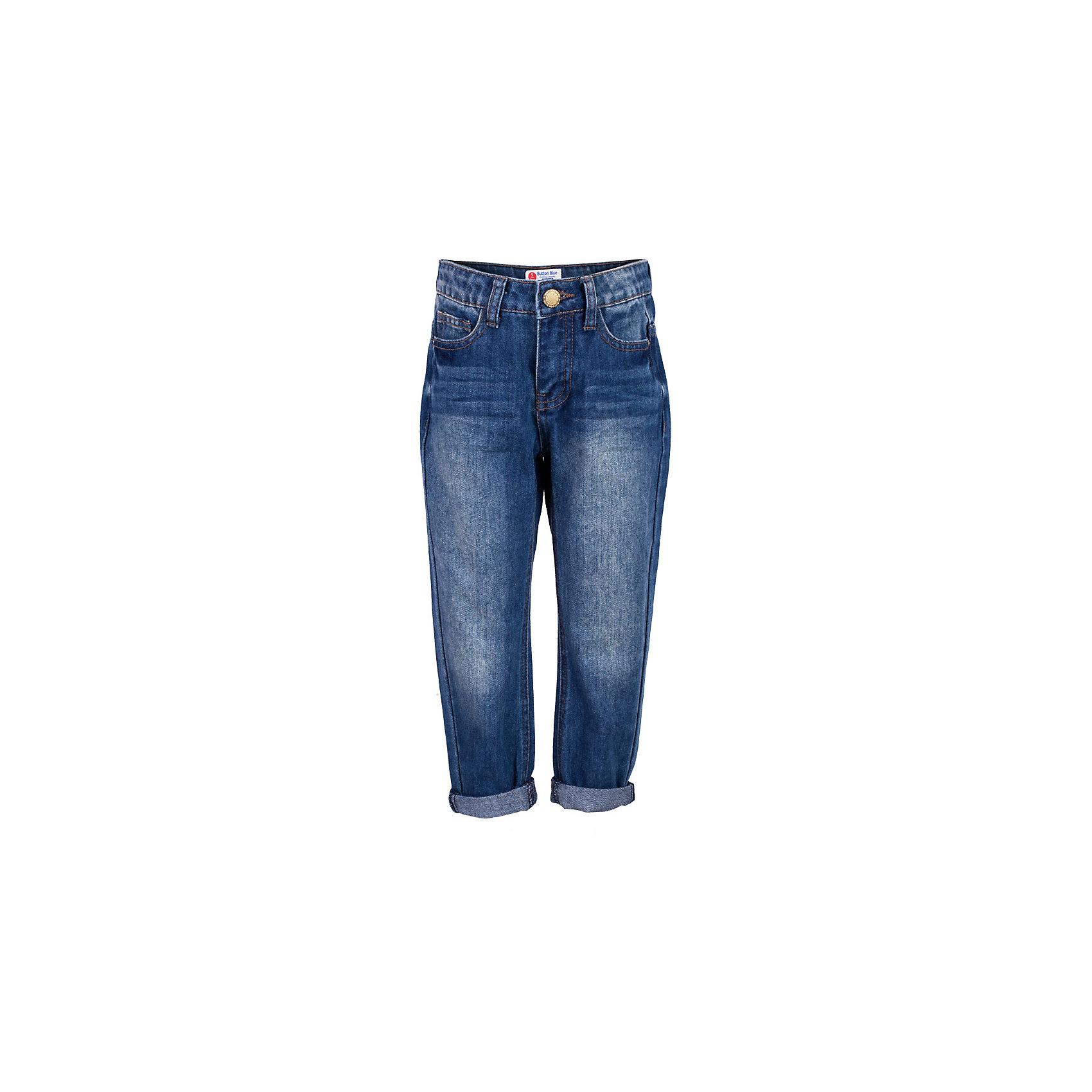 Джинсы для девочки  BUTTON BLUEДжинсы<br>Джинсы для девочки  BUTTON BLUE<br>Классные синие джинсы с потертостями и повреждениями — гарантия модного современного образа! Хороший крой,  удобная посадка на фигуре подарят девочке комфорт и свободу движений. Если вы хотите купить ребенку недорогие джинсы силуэта бойфренд, модель от Button Blue - прекрасный выбор!<br>Состав:<br>100%  хлопок<br><br>Ширина мм: 215<br>Глубина мм: 88<br>Высота мм: 191<br>Вес г: 336<br>Цвет: синий<br>Возраст от месяцев: 48<br>Возраст до месяцев: 60<br>Пол: Женский<br>Возраст: Детский<br>Размер: 110,116,122,140,152,98,104<br>SKU: 5523670