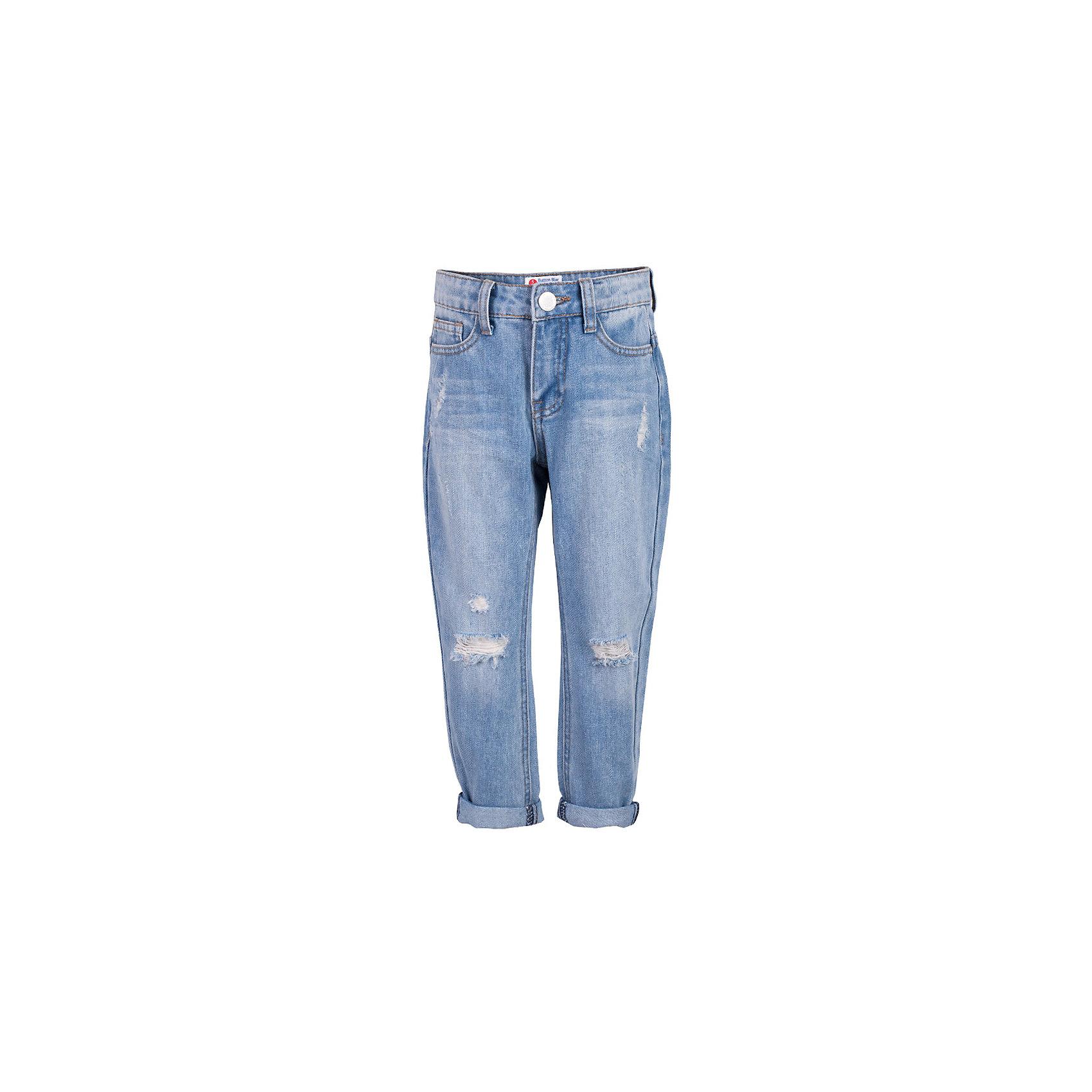Джинсы для девочки  BUTTON BLUEДжинсы для девочки  BUTTON BLUE<br>Классные голубые джинсы с потертостями и повреждениями — гарантия модного современного образа! Хороший крой,  удобная посадка на фигуре подарят девочке комфорт и свободу движений. Если вы хотите купить ребенку недорогие джинсы силуэта бойфренд, модель от Button Blue - прекрасный выбор!<br>Состав:<br>100%  хлопок<br><br>Ширина мм: 215<br>Глубина мм: 88<br>Высота мм: 191<br>Вес г: 336<br>Цвет: голубой<br>Возраст от месяцев: 144<br>Возраст до месяцев: 156<br>Пол: Женский<br>Возраст: Детский<br>Размер: 158,104,122,128,134,140,146,152,98<br>SKU: 5523678