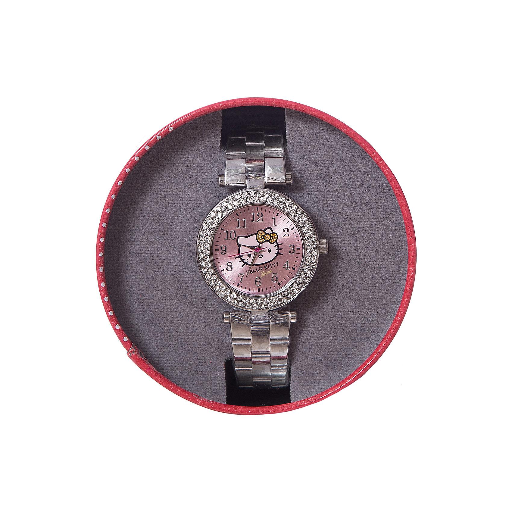 Часы наручные аналоговые, Hello KittyHello Kitty<br>Эксклюзивные наручные аналоговые часы торговой марки Hello Kitty выполнены по индивидуальному дизайну ООО «Детское Время» и лицензии компании Sanrio. Обилие деталей - декоративных элементов (страз, мерцающих ремешков), надписей,  уникальных изображений - делают изделие тщательно продуманным творением мастеров. Часы имеют высококачественный японский кварцевый механизм и отличаются надежностью и точностью хода. Часы водоустойчивы и обладают достаточной герметичностью, чтобы спокойно перенести случайный и незначительный контакт с жидкостями (дождь, брызги), но они не предназначены для плавания или погружения в воду. Циферблат защищен от повреждений прочным минеральным стеклом. Корпус часов выполнен из стали,  задняя крышка из нержавеющей стали. Браслет часов металлический. Металлические ремешки отличаются прочностью и долговечностью. Единица товара упаковывается в стильную подарочную коробочку. Неповторимый стиль с изобилием насыщенных и в тоже время нежных гамм; надежность и прочность изделия позволяют говорить о нем только в превосходной степени!Размеры изделия: 1,5х0,5х12 (ДШВ), диаметр циф-та - 3,3 см, ширина – 0,9 см.<br><br>Ширина мм: 35<br>Глубина мм: 20<br>Высота мм: 140<br>Вес г: 75<br>Возраст от месяцев: 36<br>Возраст до месяцев: 72<br>Пол: Женский<br>Возраст: Детский<br>SKU: 5529323