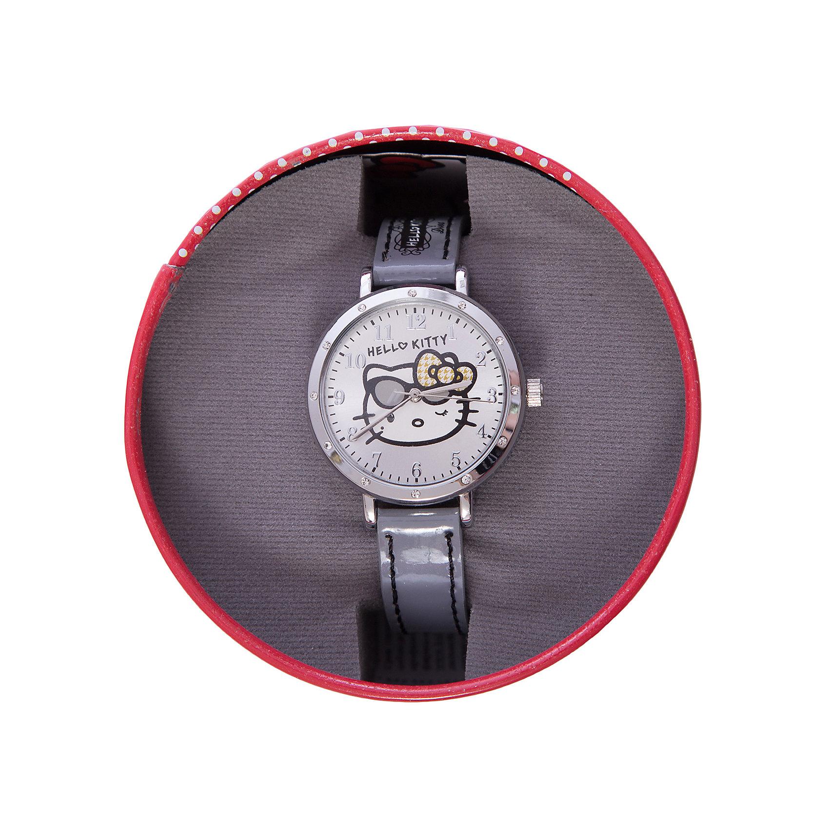 Часы наручные аналоговые, Hello KittyHello Kitty<br>Эксклюзивные наручные аналоговые часы торговой марки Hello Kitty выполнены по индивидуальному дизайну ООО «Детское Время» и лицензии компании Sanrio. Обилие деталей - декоративных элементов (страз, мерцающих ремешков), надписей,  уникальных изображений - делают изделие тщательно продуманным творением мастеров. Часы имеют высококачественный японский кварцевый механизм и отличаются надежностью и точностью хода. Часы водоустойчивы и обладают достаточной герметичностью, чтобы спокойно перенести случайный и незначительный контакт с жидкостями (дождь, брызги), но они не предназначены для плавания или погружения в воду. Циферблат защищен от повреждений прочным минеральным стеклом. Корпус часов выполнен из стали,  задняя крышка из нержавеющей стали. Материал браслета: искусственная кожа. Единица товара упаковывается в стильную подарочную коробочку. Неповторимый стиль с изобилием насыщенных и в тоже время нежных гамм; надежность и прочность изделия позволяют говорить о нем только в превосходной степени!<br><br>Ширина мм: 55<br>Глубина мм: 10<br>Высота мм: 250<br>Вес г: 27<br>Возраст от месяцев: 36<br>Возраст до месяцев: 72<br>Пол: Женский<br>Возраст: Детский<br>SKU: 5529330